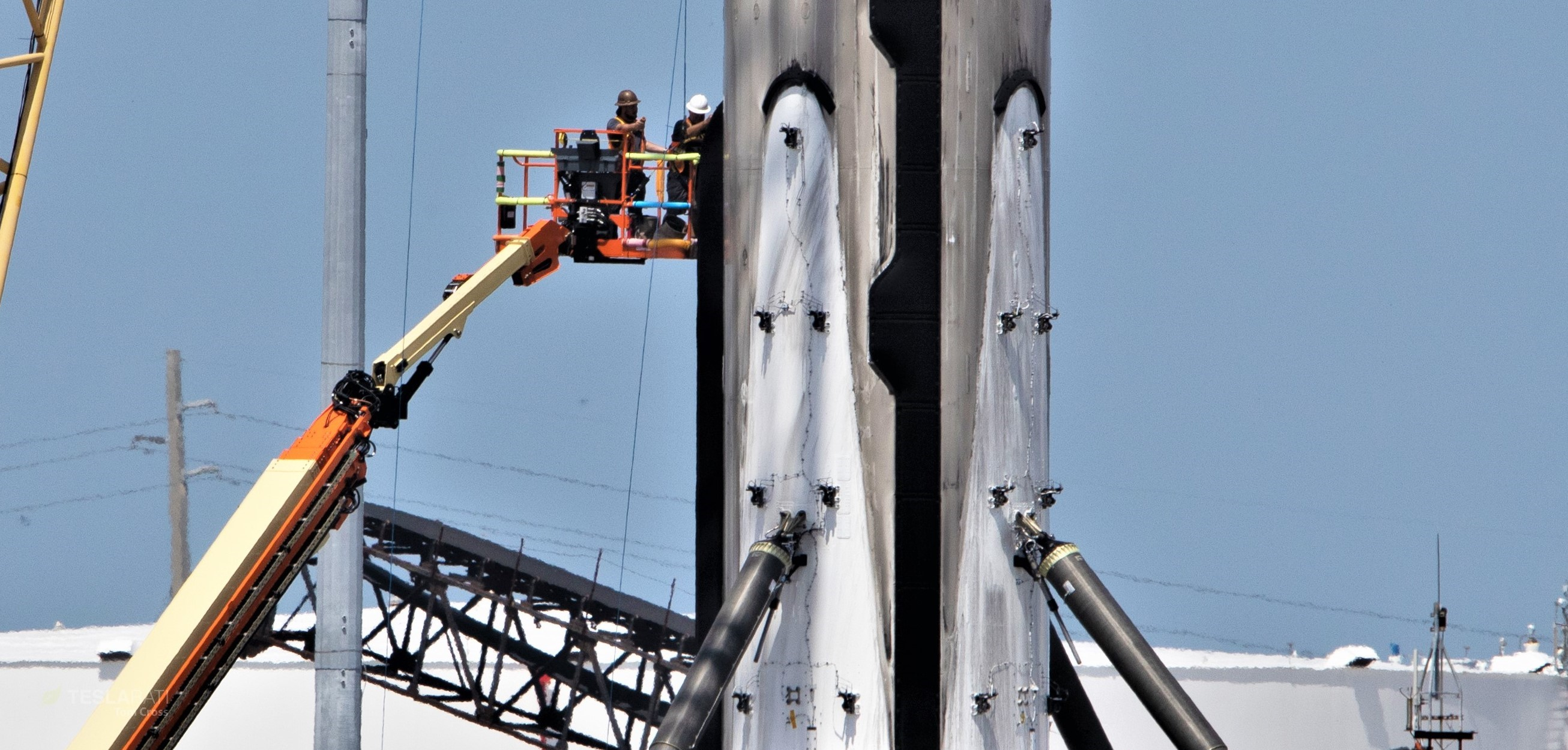 Falcon 9 b1056 leg retraction 1 of 4 050719 (Tom Cross) 2 crop