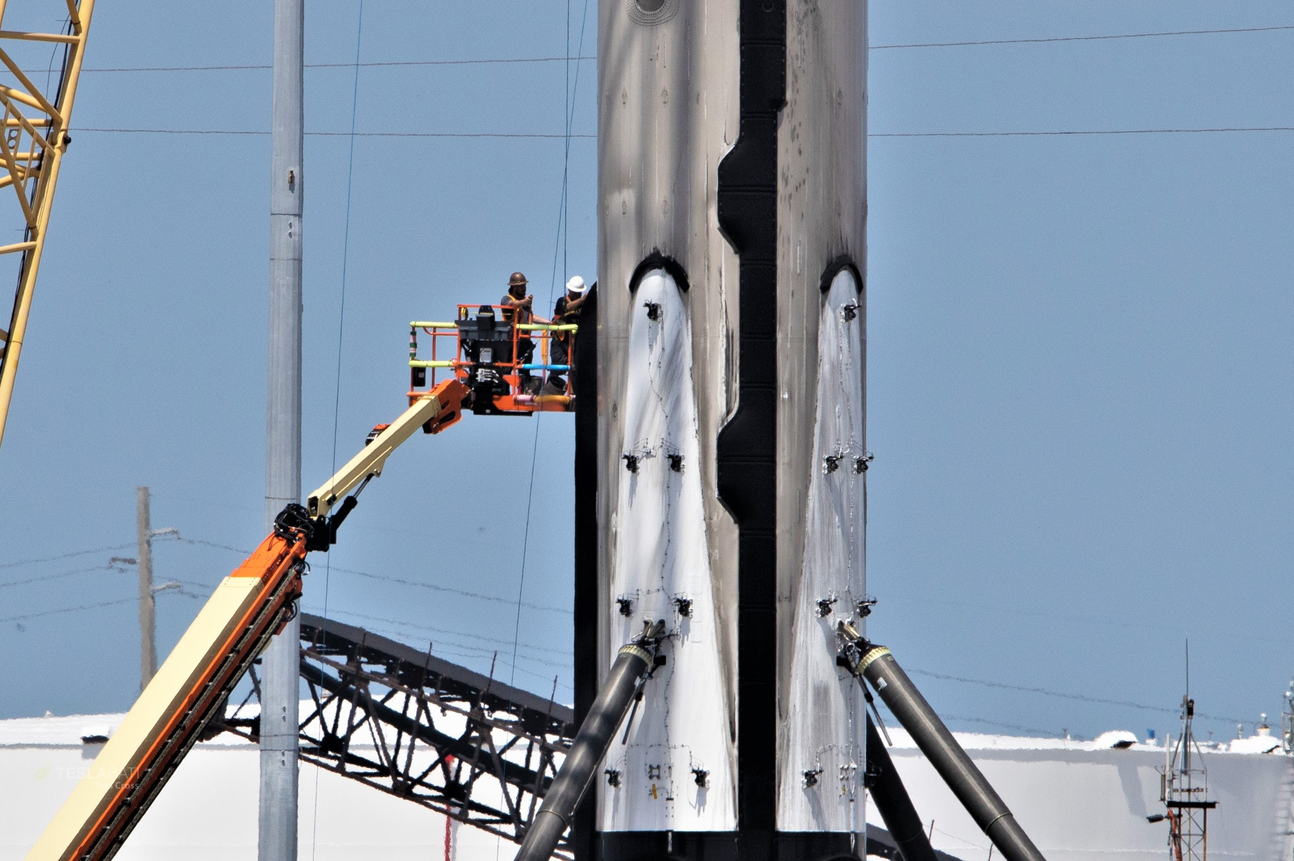 Falcon 9 b1056 leg retraction 1 of 4 050719 (Tom Cross) 2