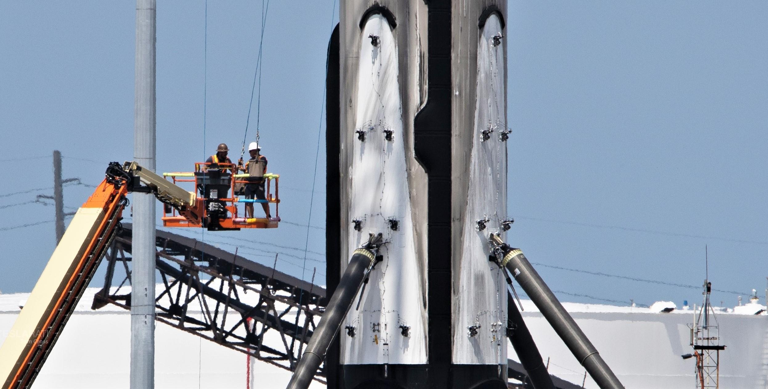 Falcon 9 b1056 leg retraction 1 of 4 050719 (Tom Cross) 3
