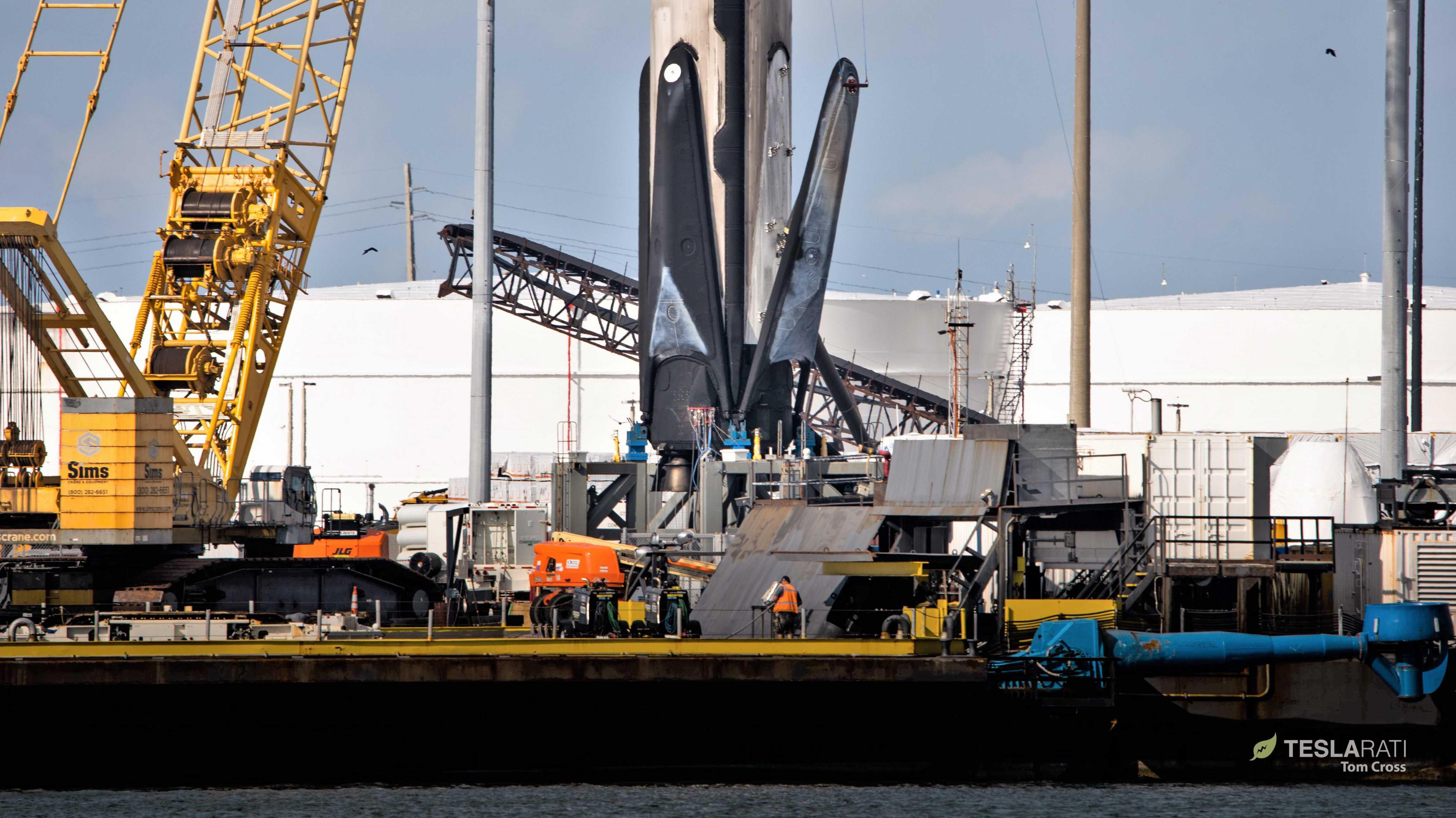 Falcon 9 b1056 leg retraction 3 of 4 050719 (Tom Cross) 1 (c)