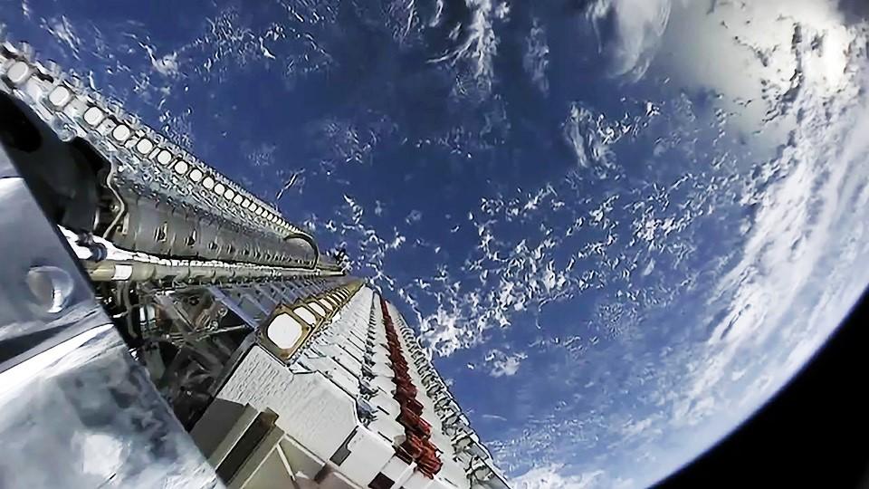 Starlink satellites in orbit (SpaceX) 1