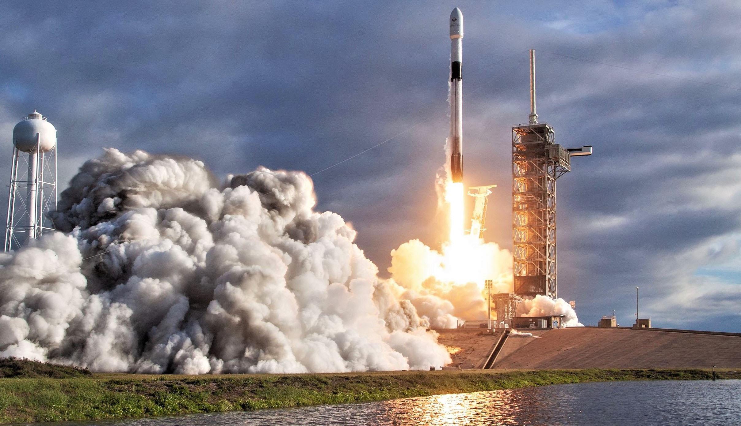 B1047 Es'Hail-2 launch (SpaceX) 1 crop