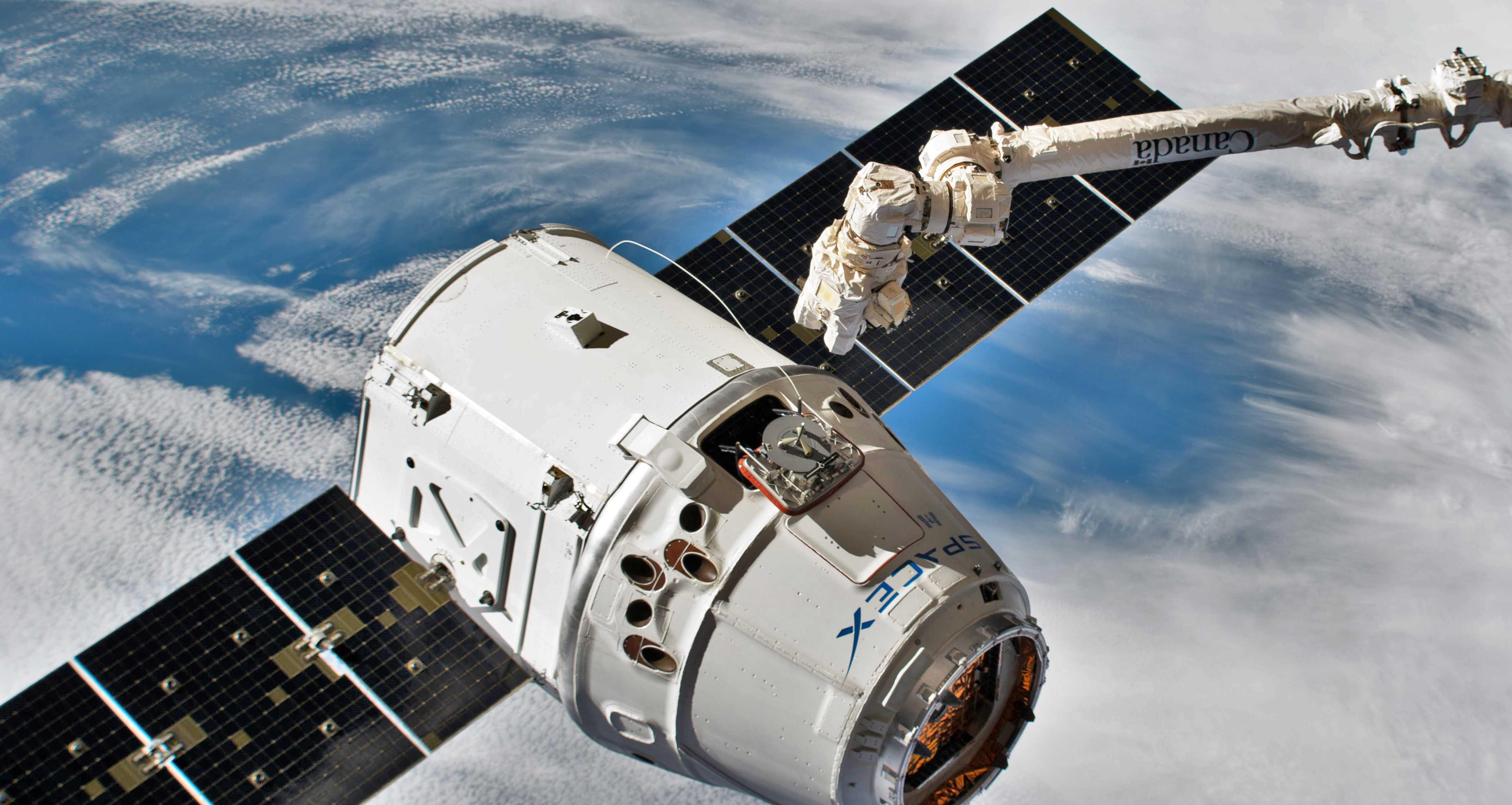 Cargo Dragon C113 CRS-17 ISS arrival 050619 (NASA) 6 crop (c)