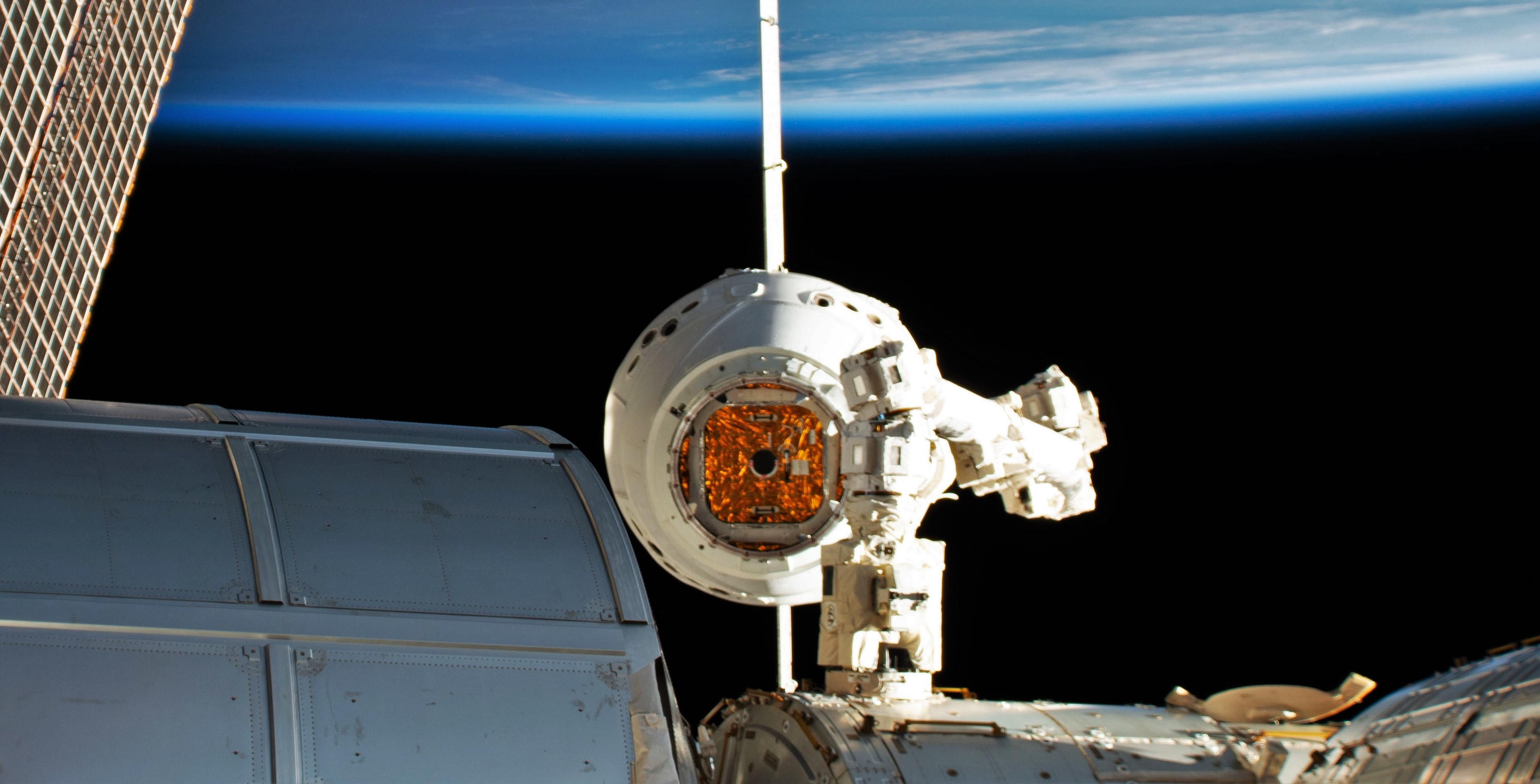 Cargo Dragon C113 CRS-17 ISS arrival 050619 (NASA) 7 crop