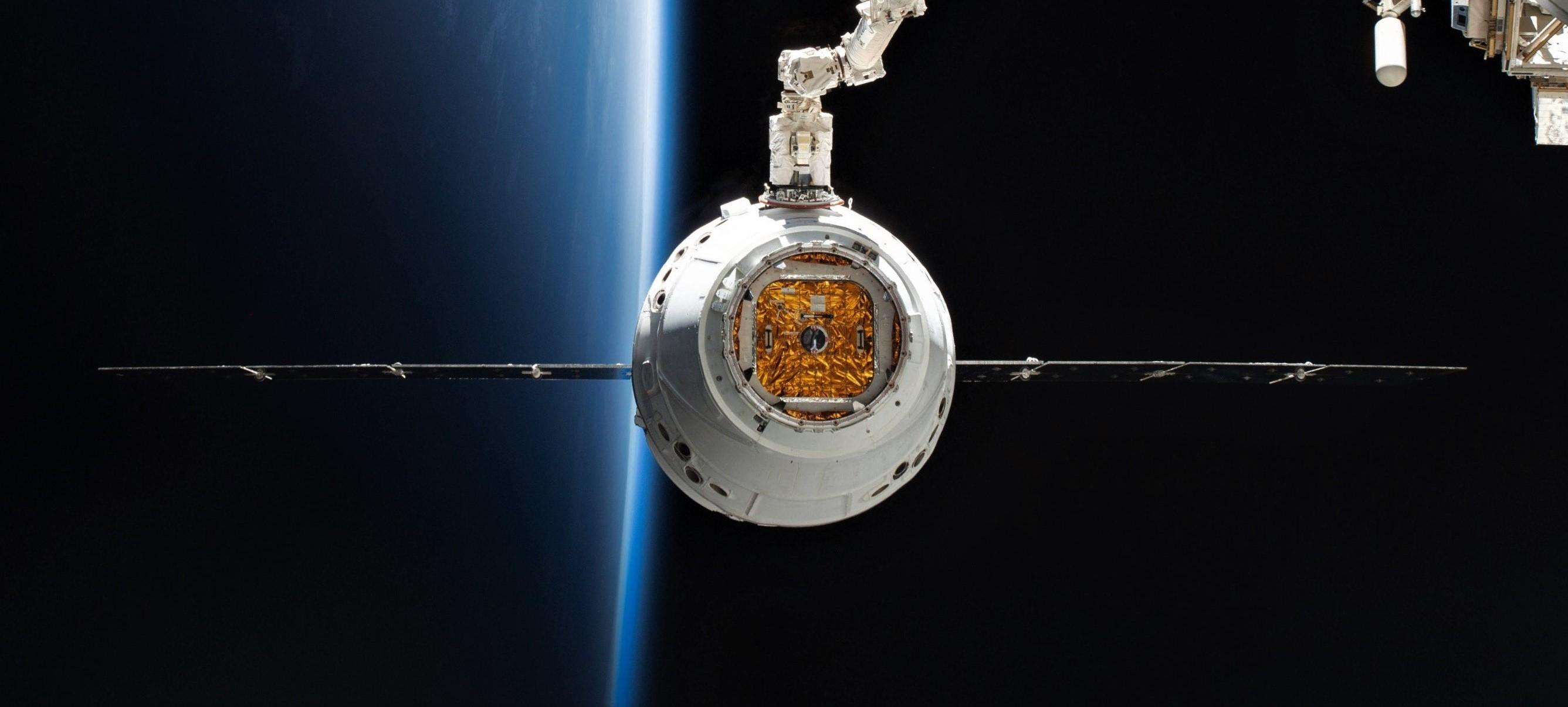 Cargo Dragon C113 CRS-17 ISS arrival 050619 (NASA – Nick Hague) 1 crop 2