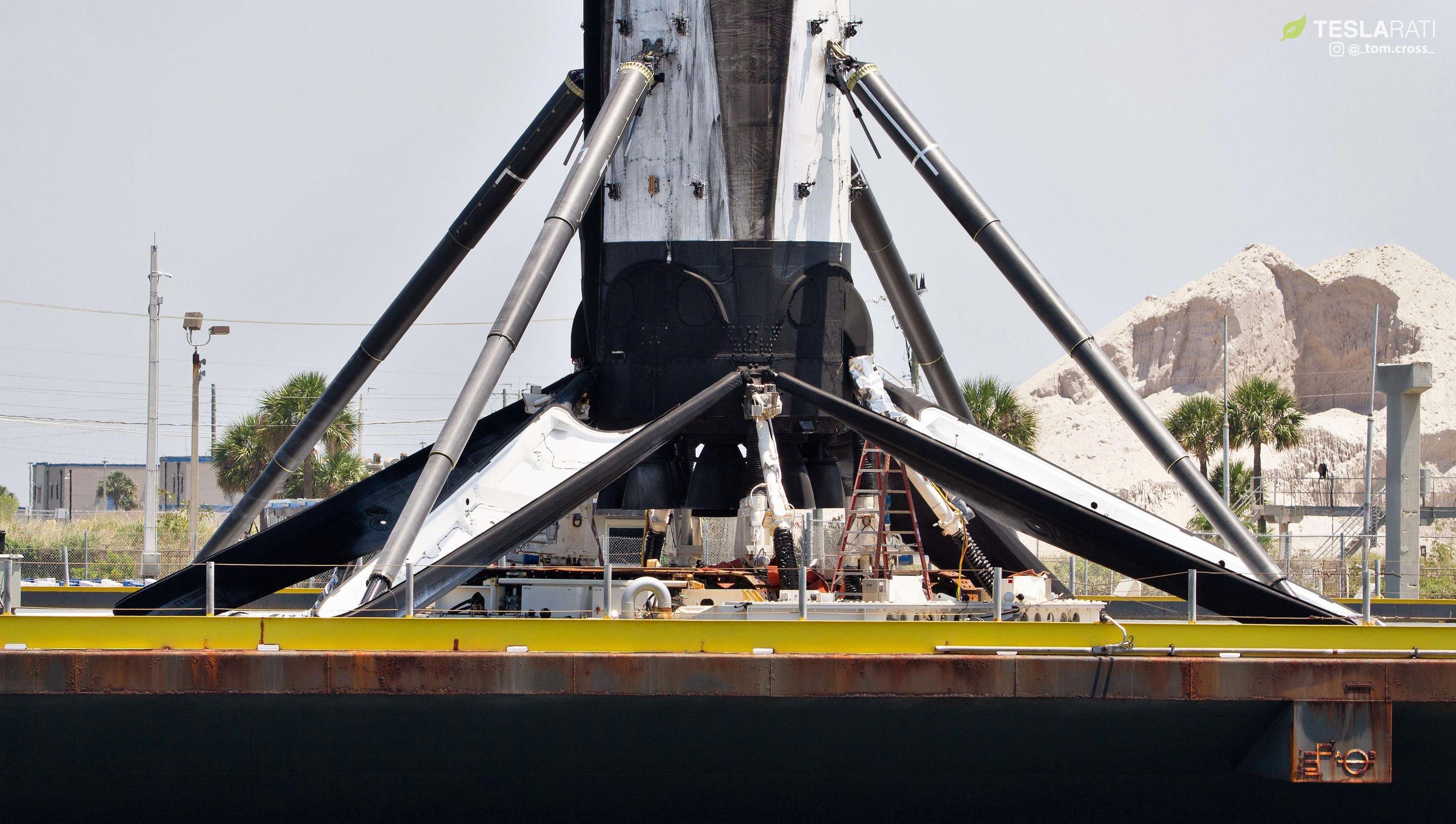 Falcon 9 B1049 Starlink Flight 3 return OCISLY 052819 (Tom Cross) 7 (c) 2
