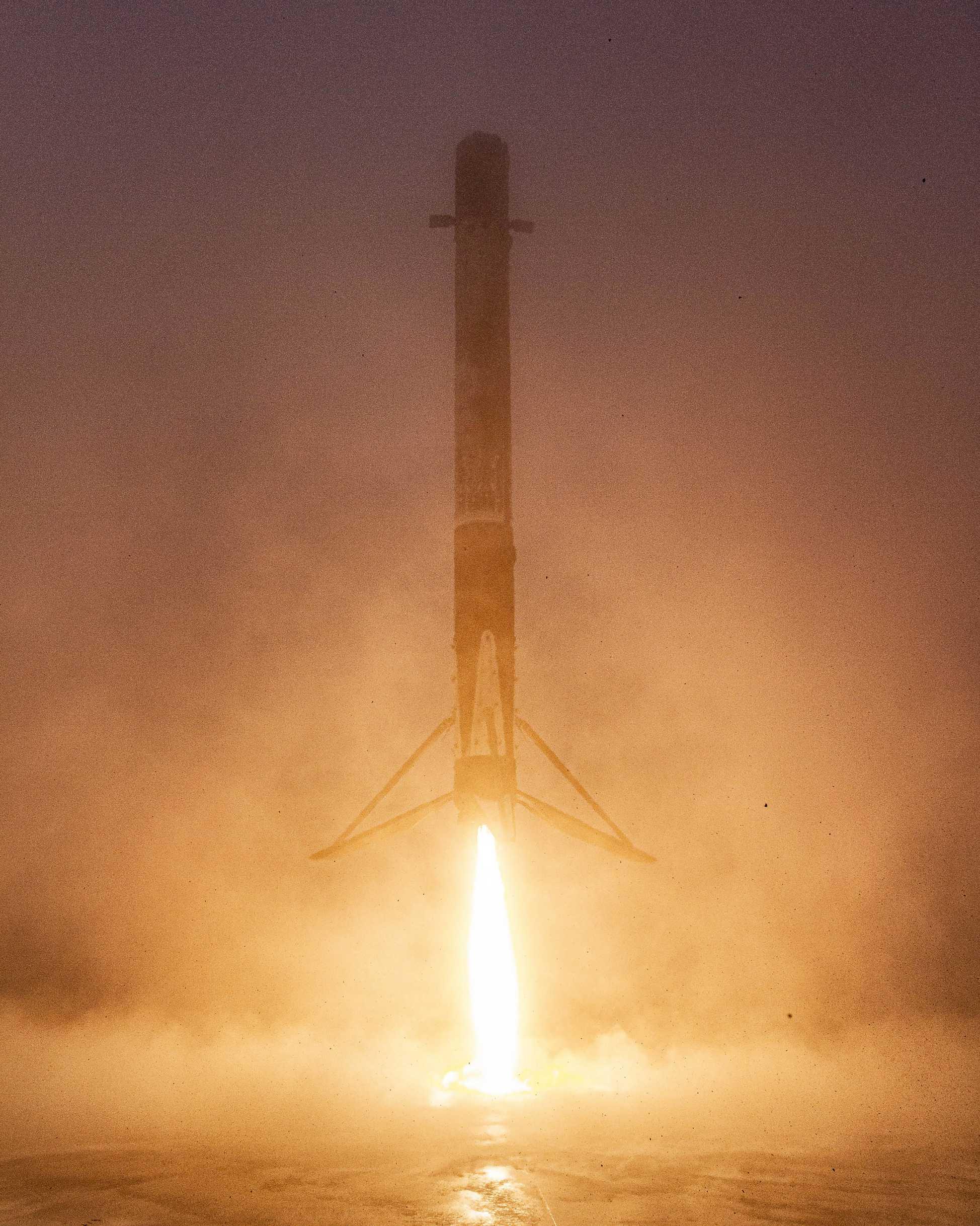 Falcon 9 B1051 RCM landing SLC-4E LZ-4 (SpaceX) 2 (c)