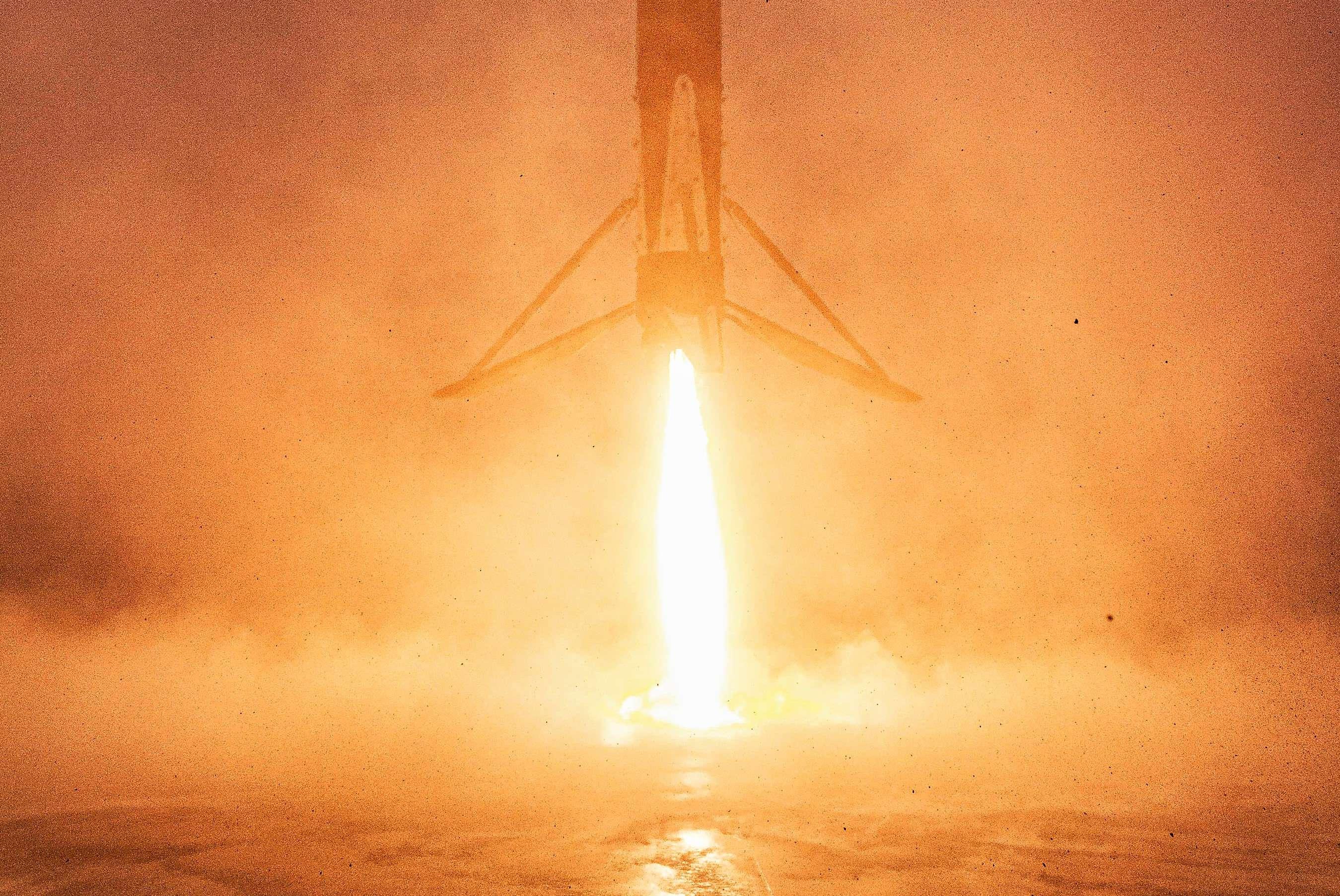 Falcon 9 B1051 RCM landing SLC-4E LZ-4 (SpaceX) 2 crop (c)