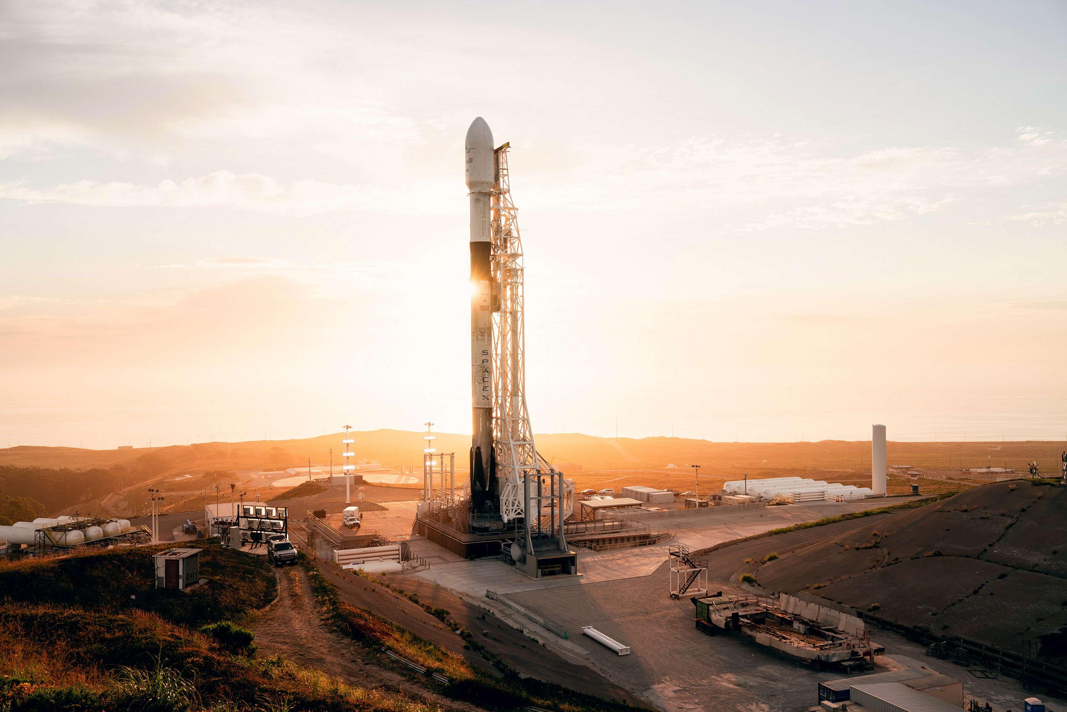 Falcon 9 B1051 SLC-4E RCM vertical SLC-4E (SpaceX) 3 (c)