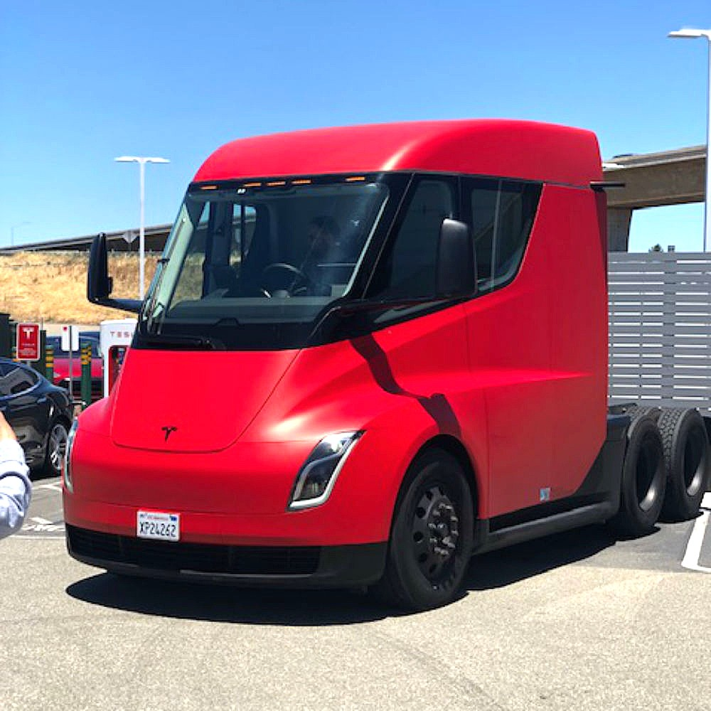 Tesla Semi spotted in Supercharger between mysterious Lathrop facility and Fremont factory