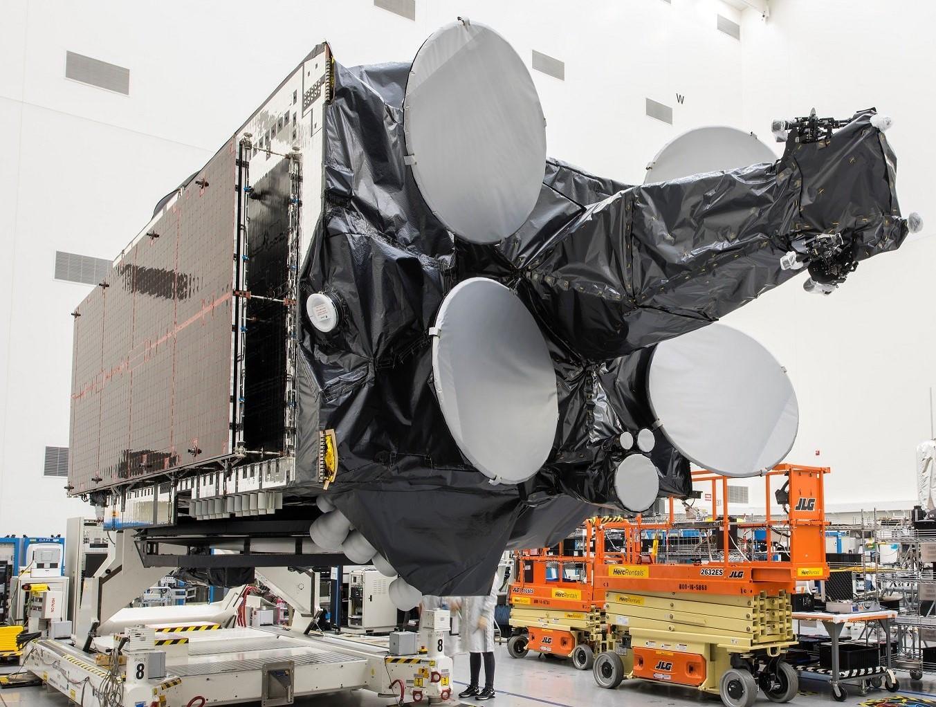 Amos 17 satellite processing (Boeing) 2