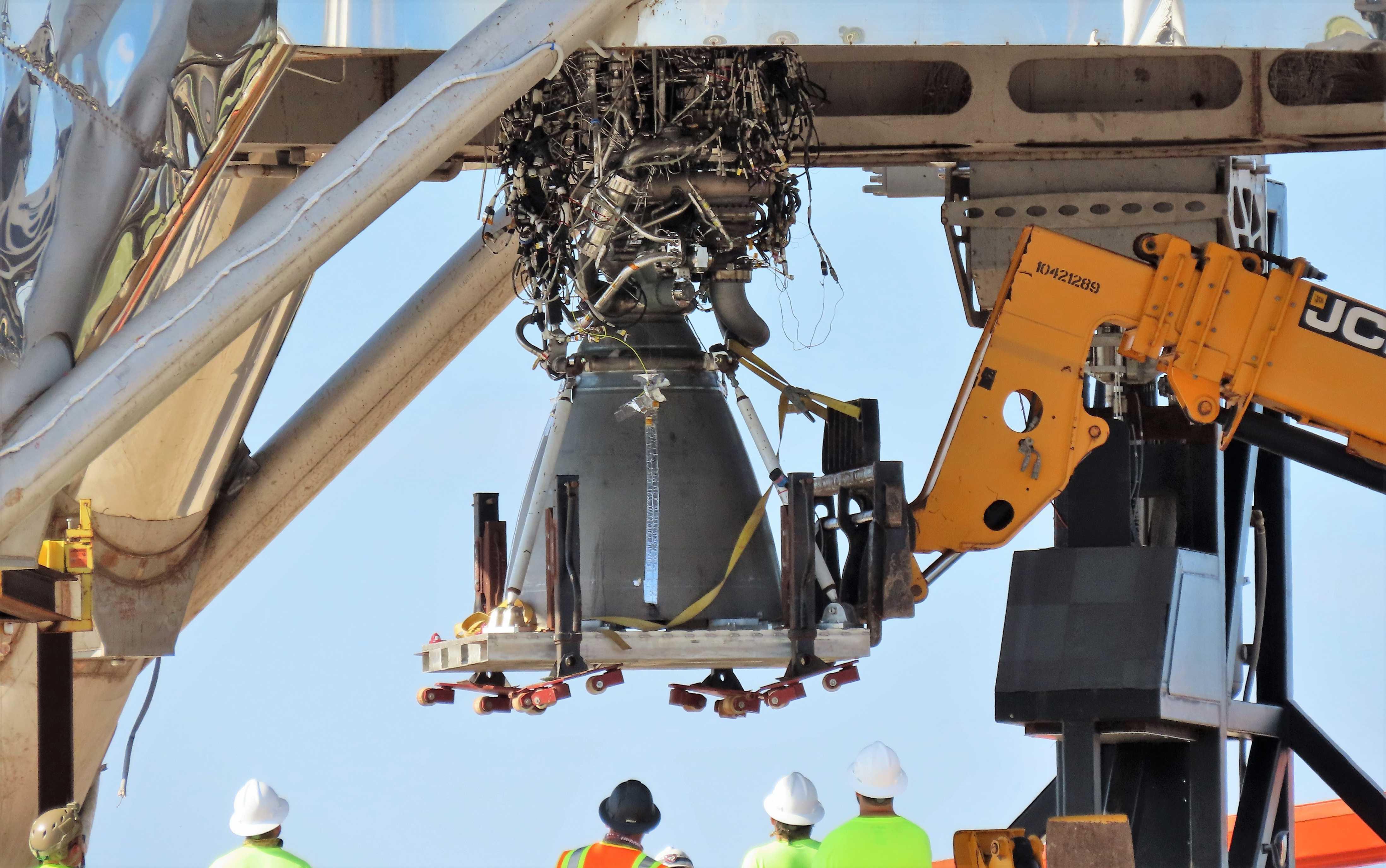 Boca Chica Starhopper Raptor SN06 installation 071119 (NASASpaceflight- bocachicagal) 1 crop (c)