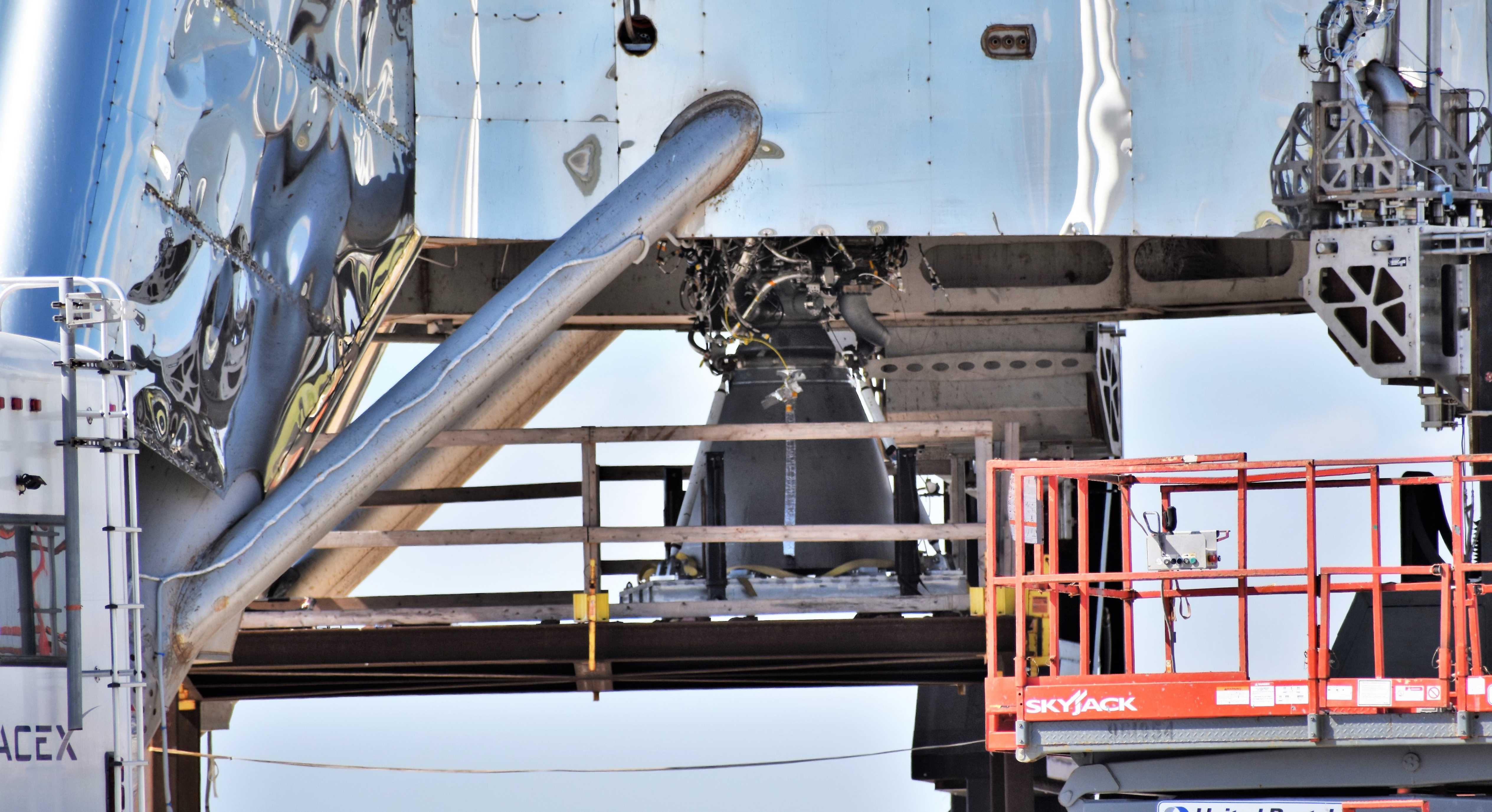 Boca Chica Starhopper Raptor SN06 installation 071119 (NASASpaceflight- bocachicagal) 2 crop (c)