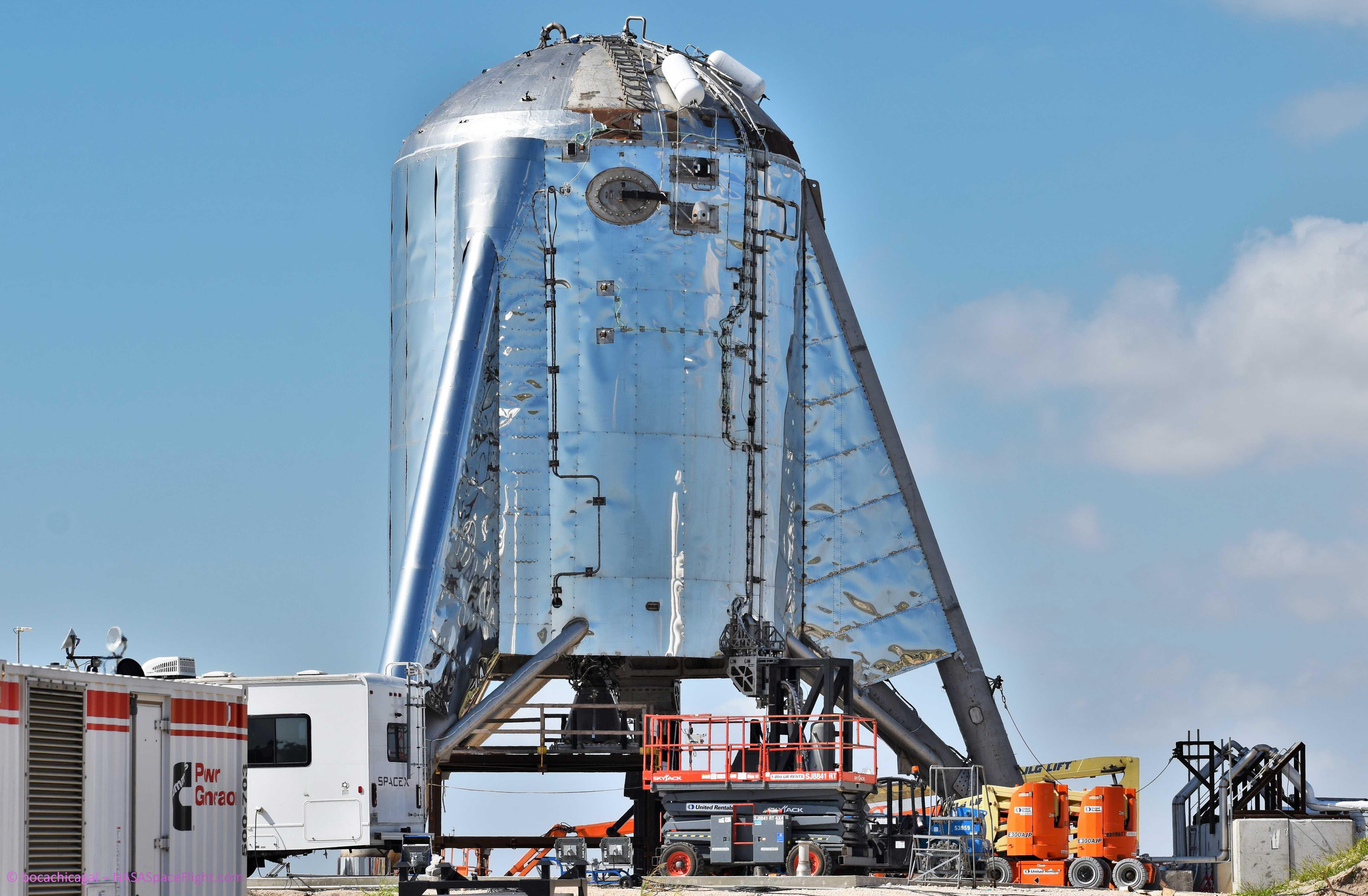 Boca Chica Starhopper Raptor SN06 installation 071119 (NASASpaceflight- bocachicagal) 3 (c)