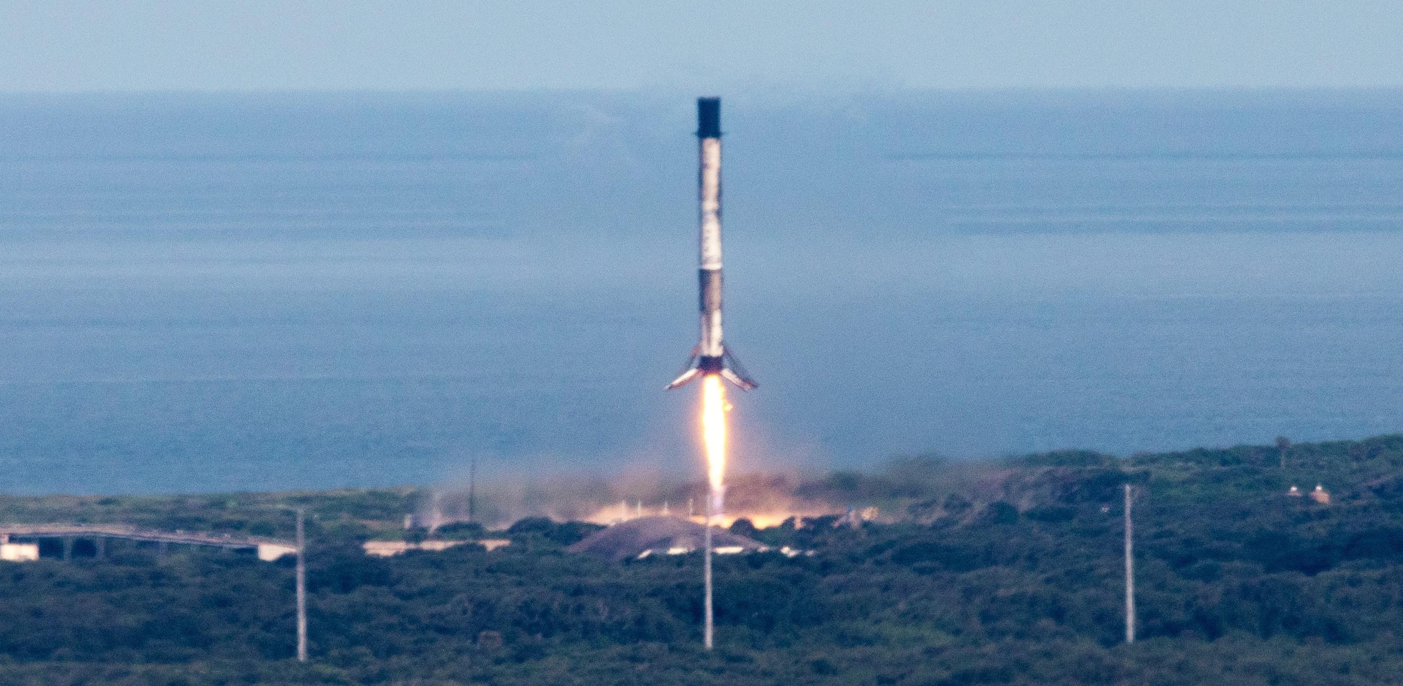 CRS-18 Falcon 9 B1056 (NASA – Kim Shiflett) LZ-1 landing 1 crop