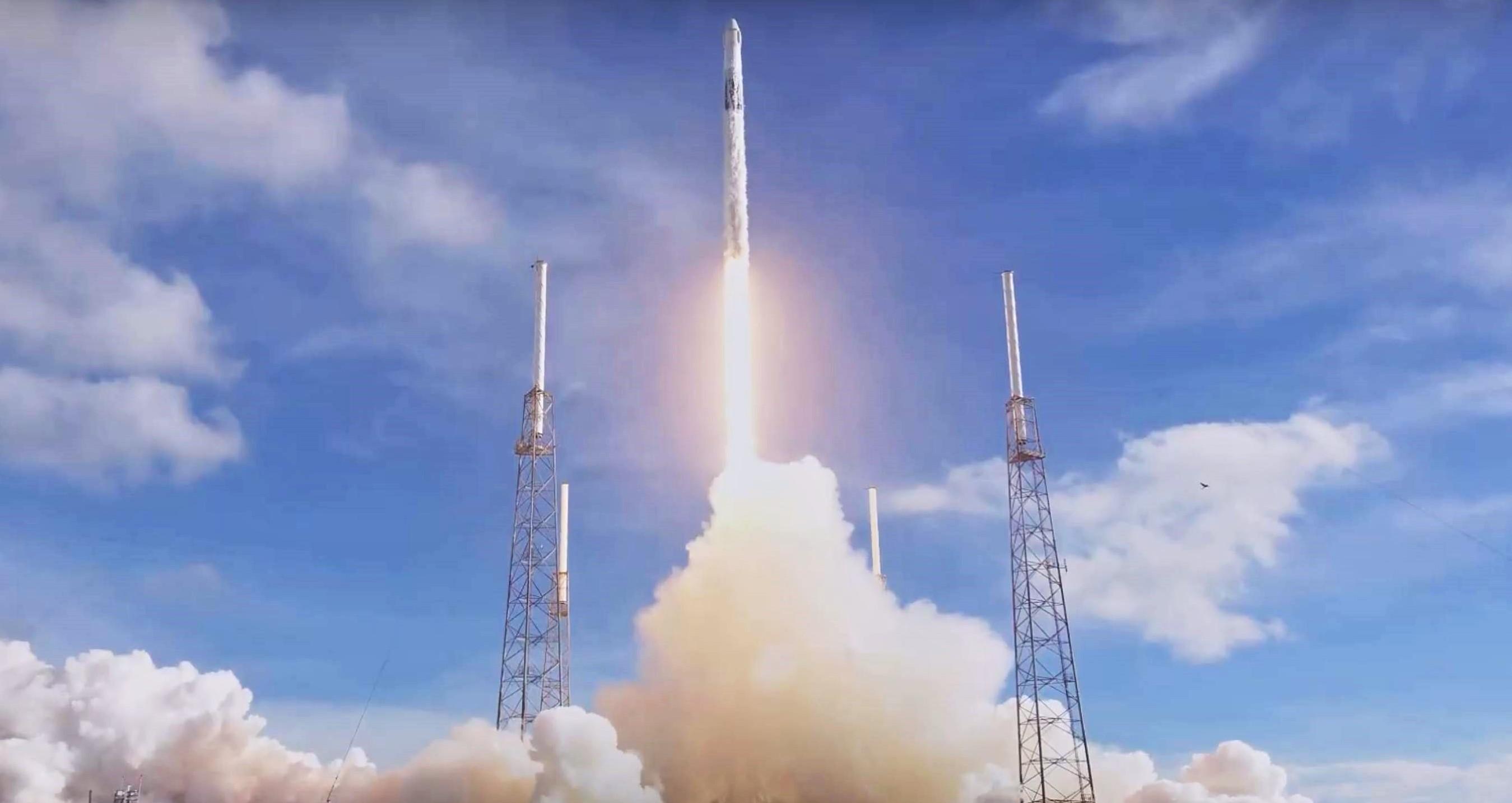 Cargo Dragon CRS-18 Falcon 9 B1056 (SpaceX) webcast 2 liftoff 4