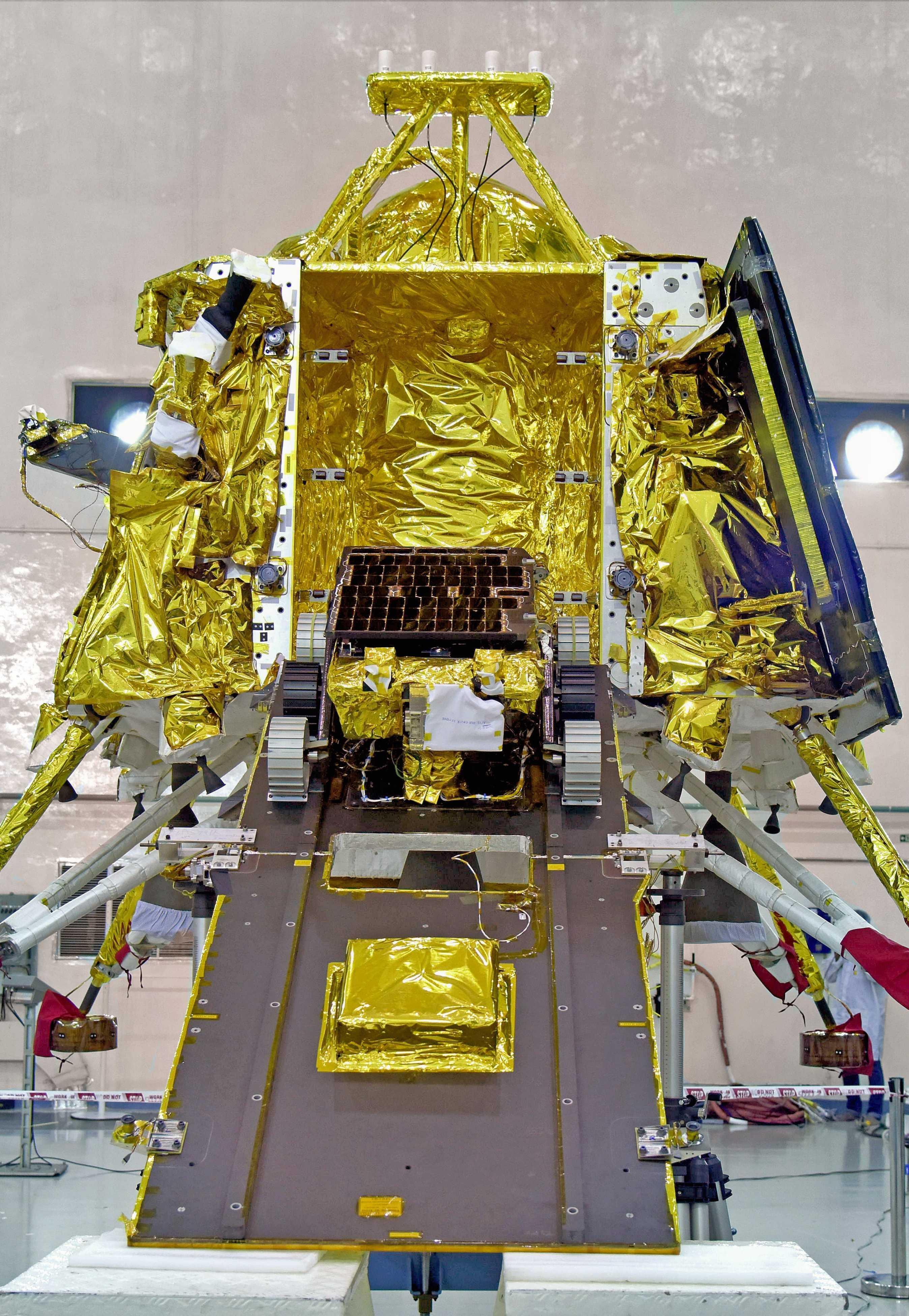 Chandrayaan-2 Pragyan rover Vikram lander (ISRO) 1 crop (c)
