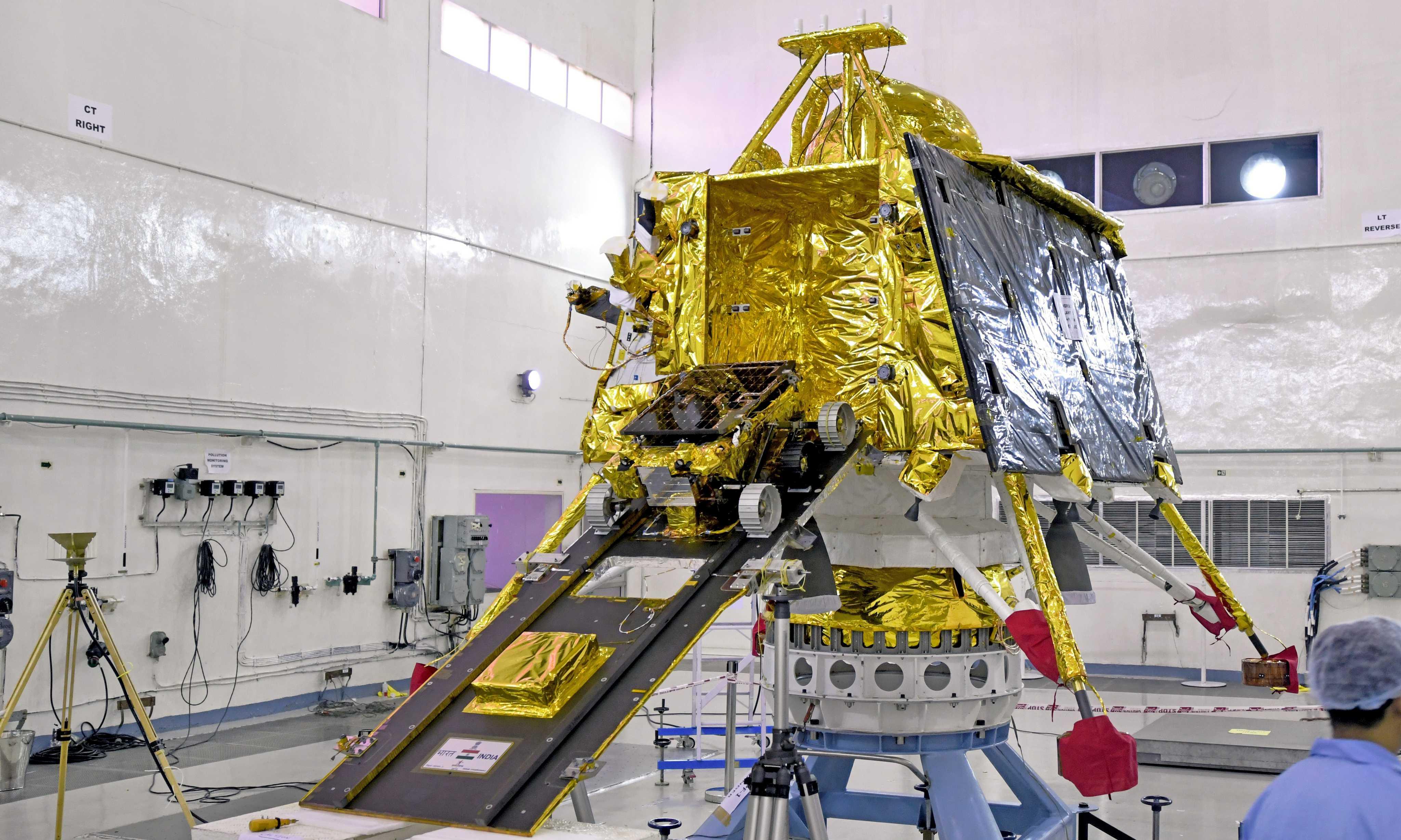 Chandrayaan-2 Pragyan rover Vikram lander (ISRO) 2 (c)