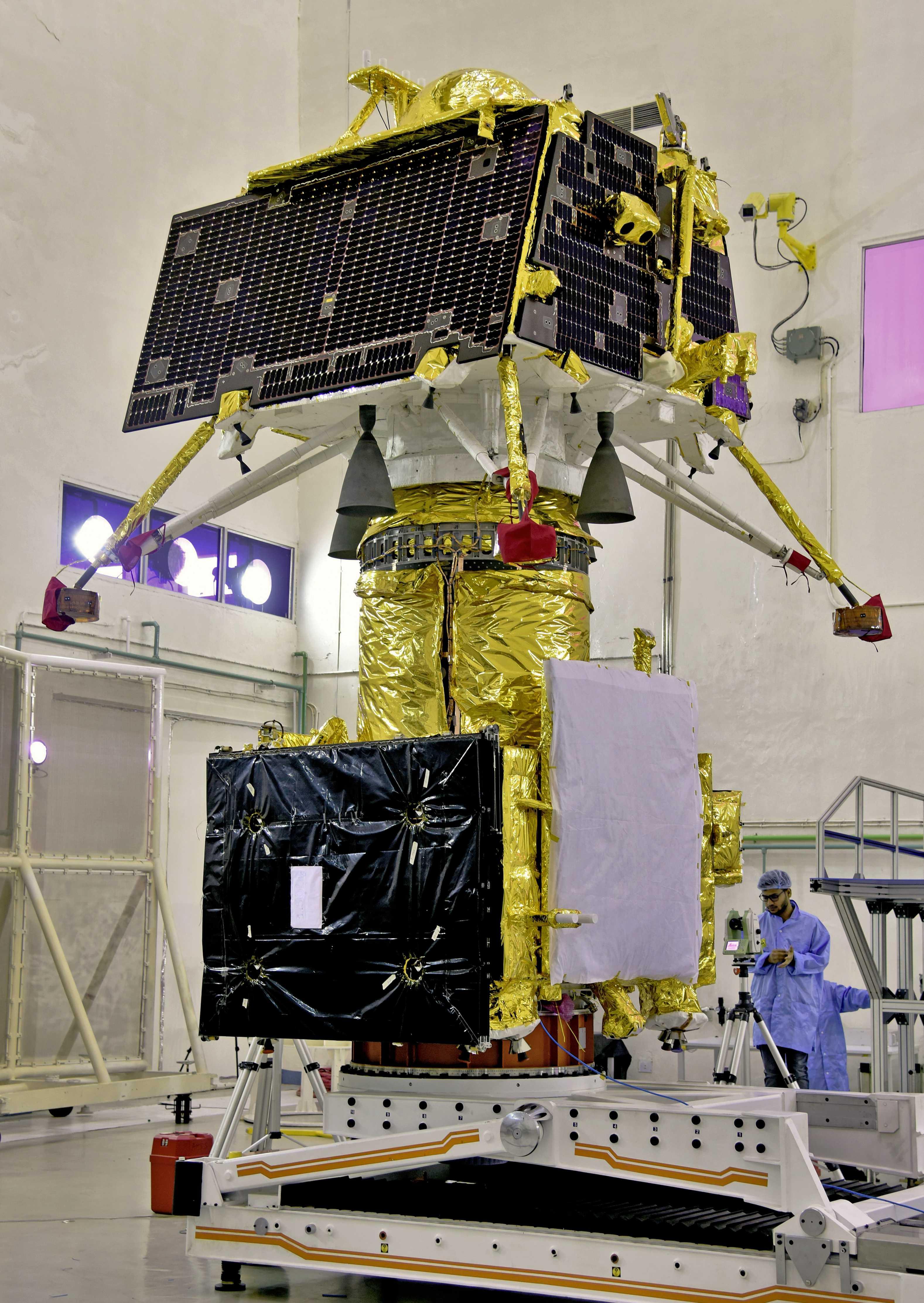 Chandrayaan-2 orbiter and lander (ISRO) 1 (c)