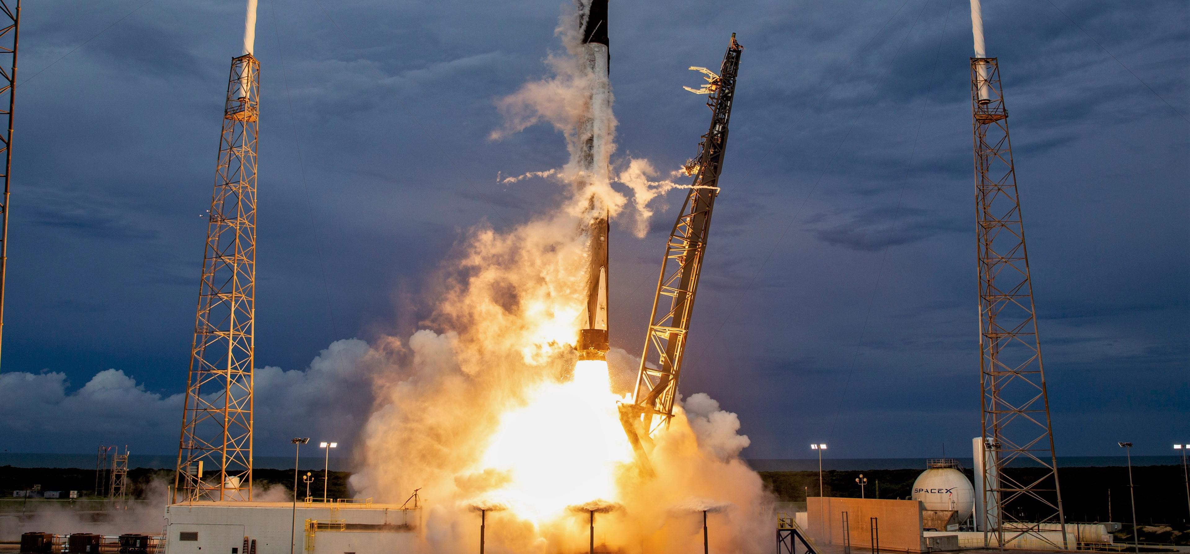 AMOS-17 Falcon 9 B1047 LC-40 liftoff 080619 (SpaceX) 7 crop