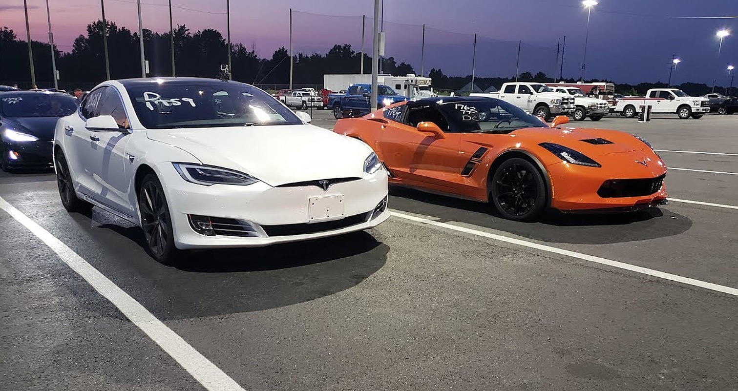 Tesla-model-s-raven-drag-race