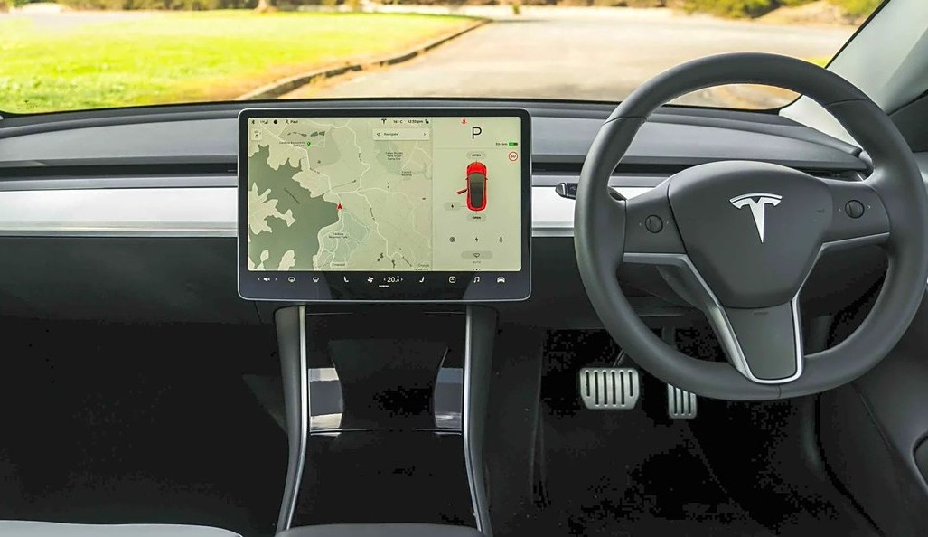 Tesla reviewer reveals a secret of the Model 3's stellar sound system