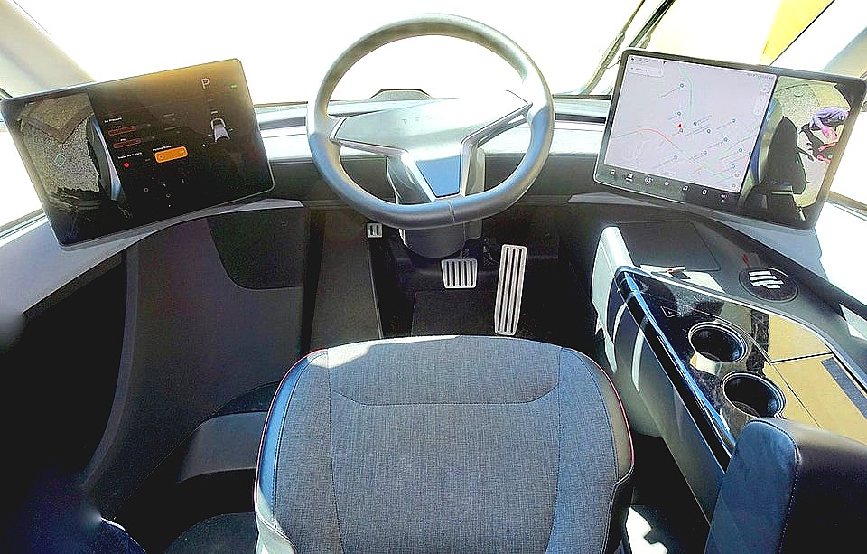 tesla-semi-cockpit-1