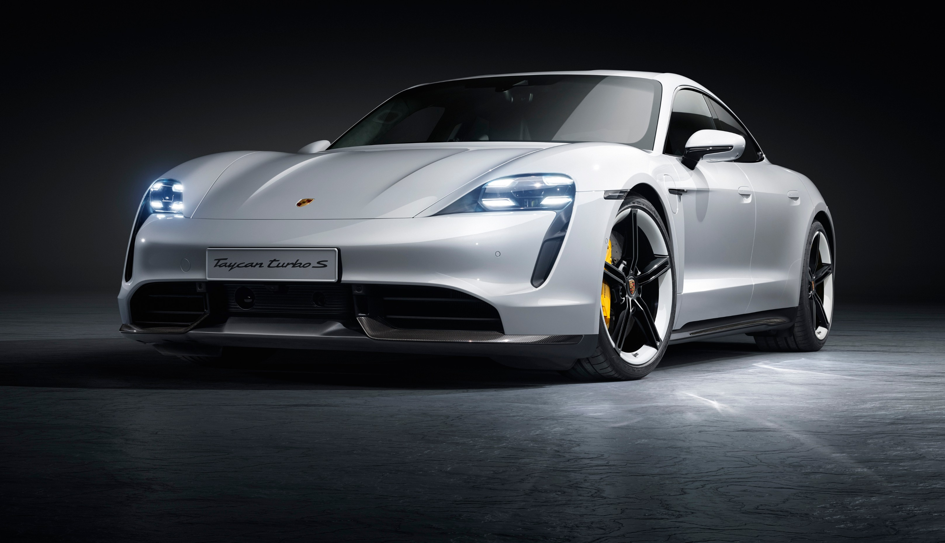 Porsche Taycan is here 0,60 mph in 2.6 sec, 750 HP, good