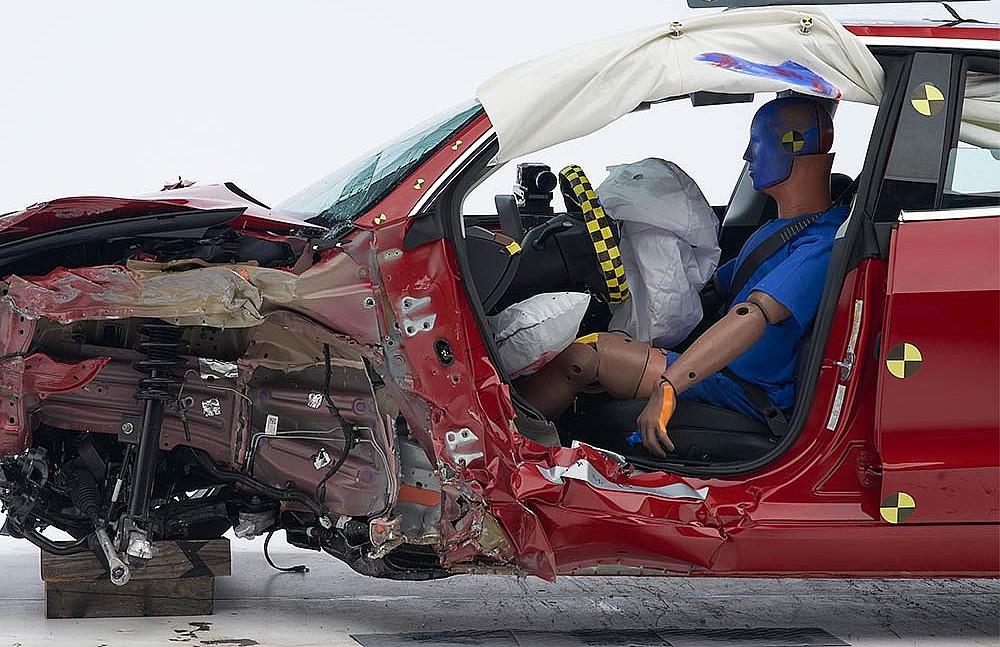 Tesla-model-3-crash-iihs-1a