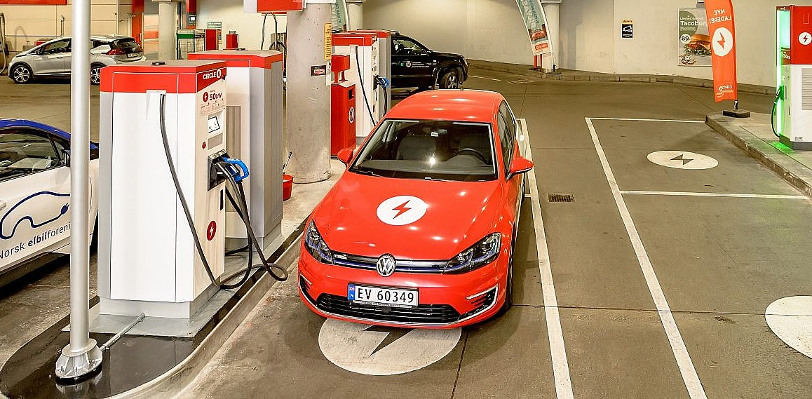 norway-fuel-pumps-ev-chargers (1)