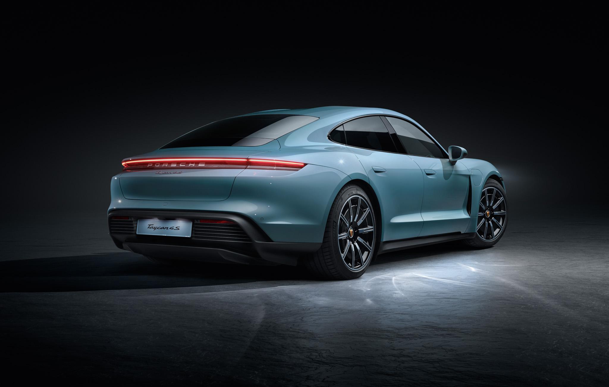02 Porsche Taycan 4S
