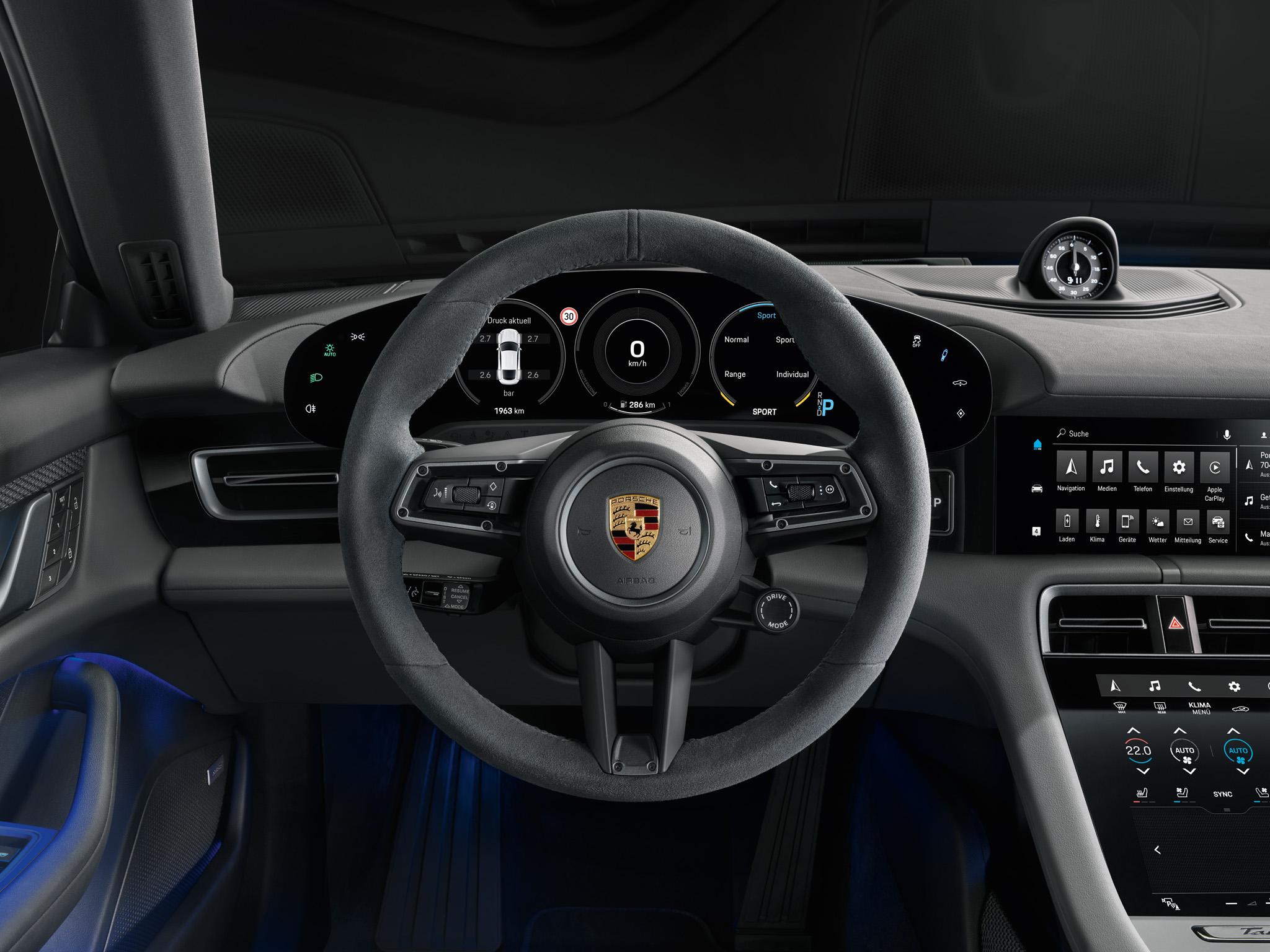 05 Interior of the Porsche Taycan 4S