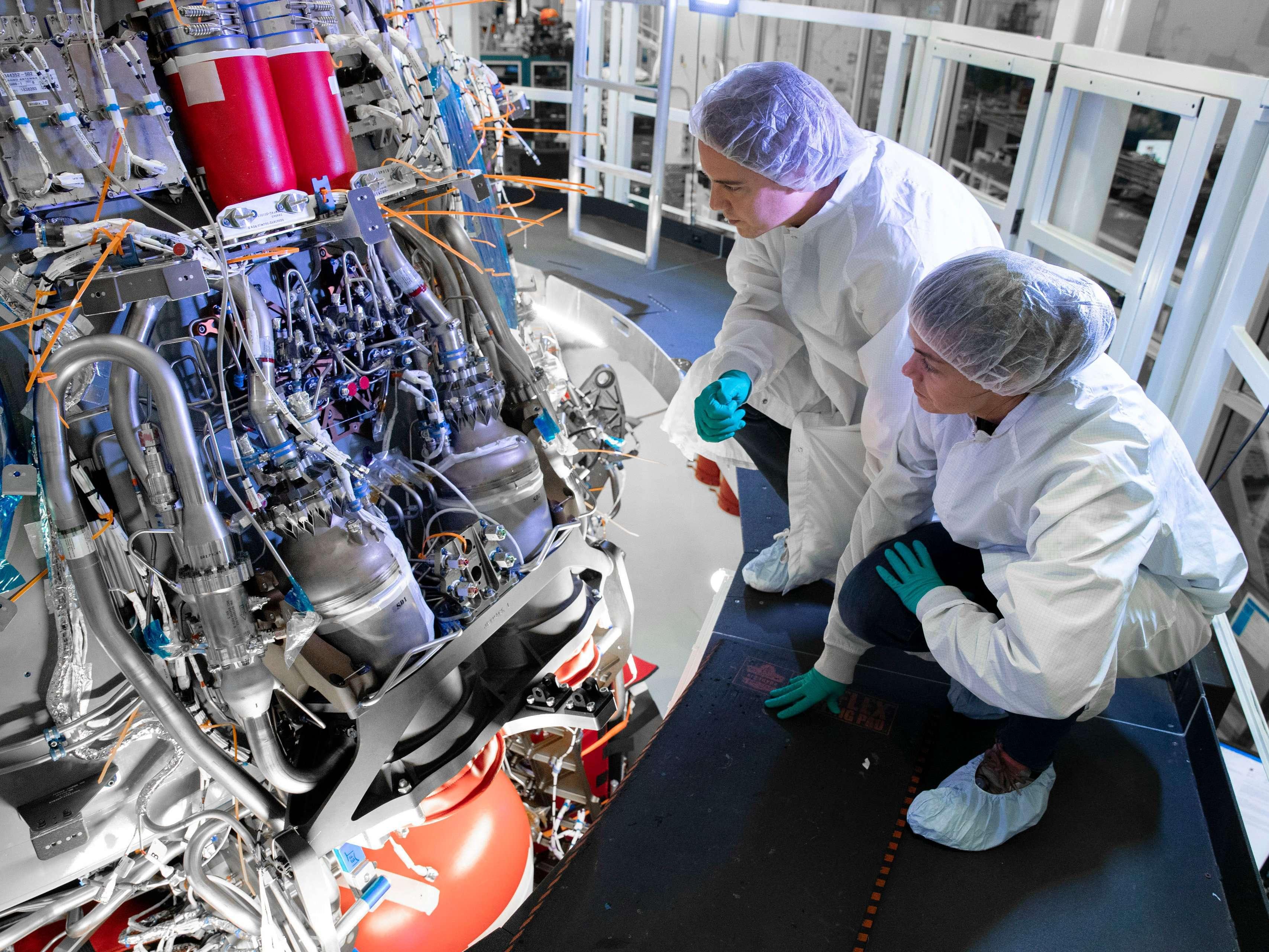 Crew Dragon C206 Demo-2 SuperDraco install Oct 2019 (SpaceX) 2 (c)