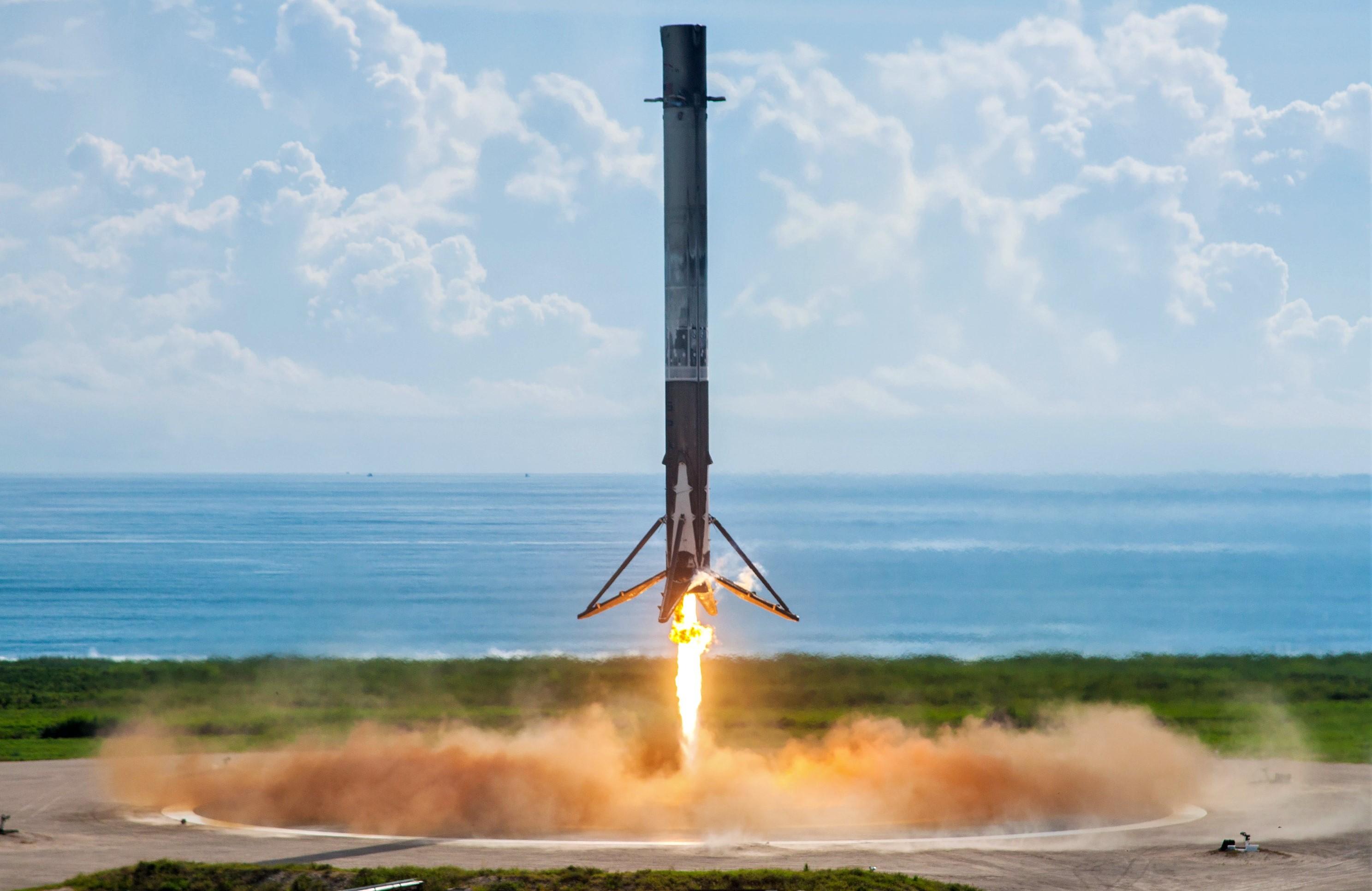 Falcon 9 B1040 OTV-5 LZ-1 landing Sept 2017 (SpaceX) 1 full