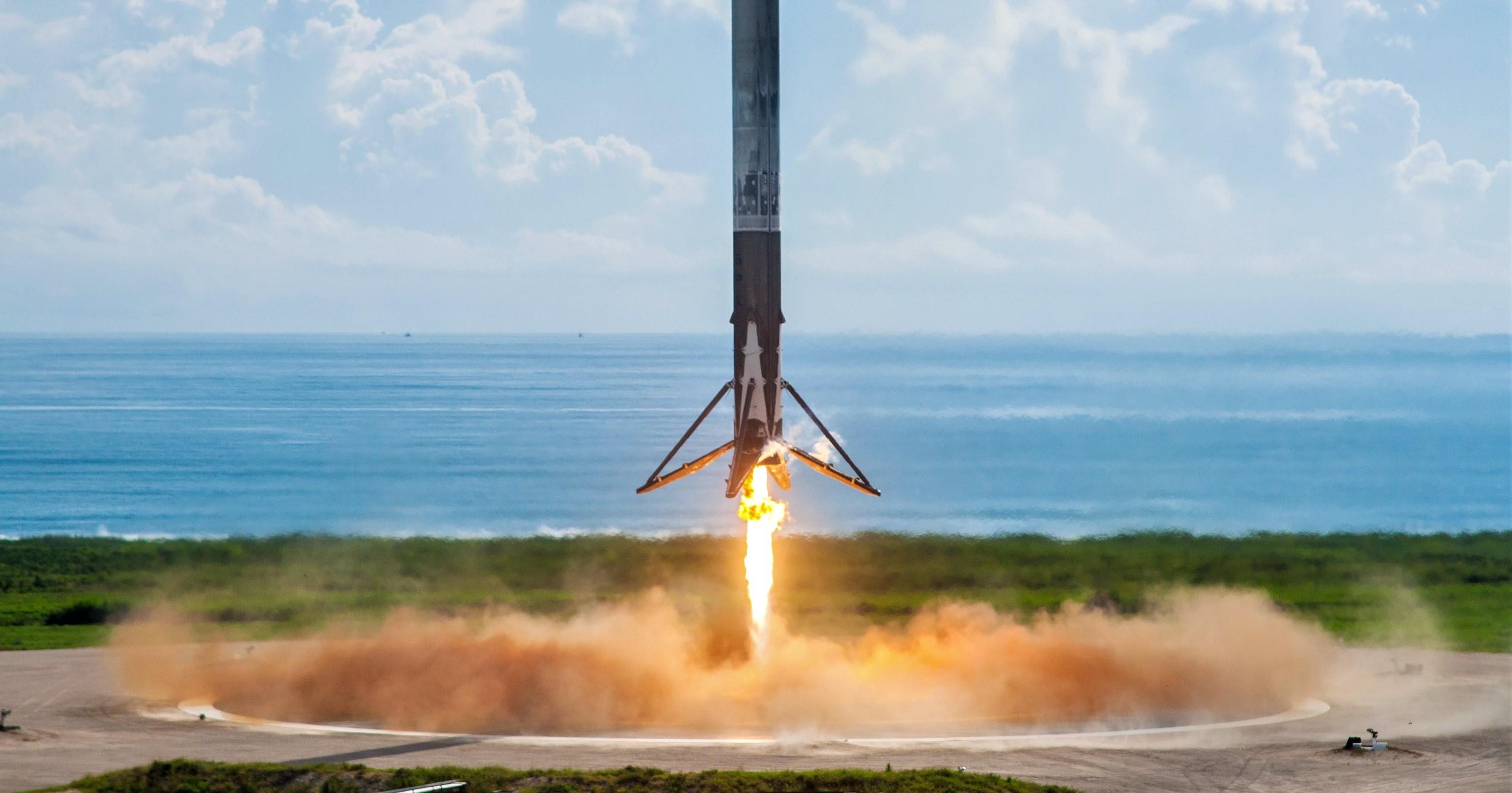 Falcon 9 B1040 OTV-5 LZ-1 landing Sept 2017 (SpaceX) 1