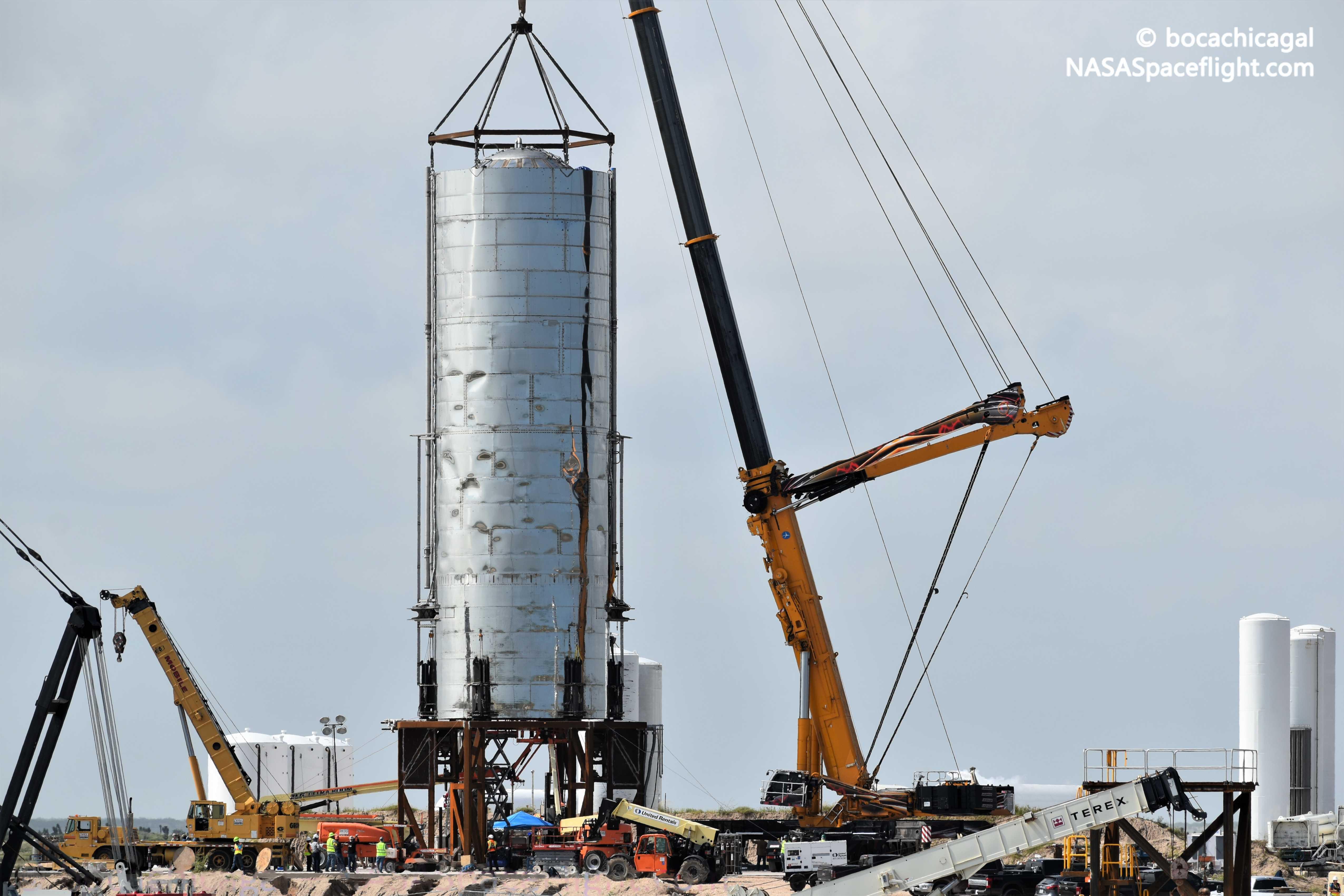 Starship Mk1 103019 (NASASpaceflight – bocachicagal) launch mount 1 (c)