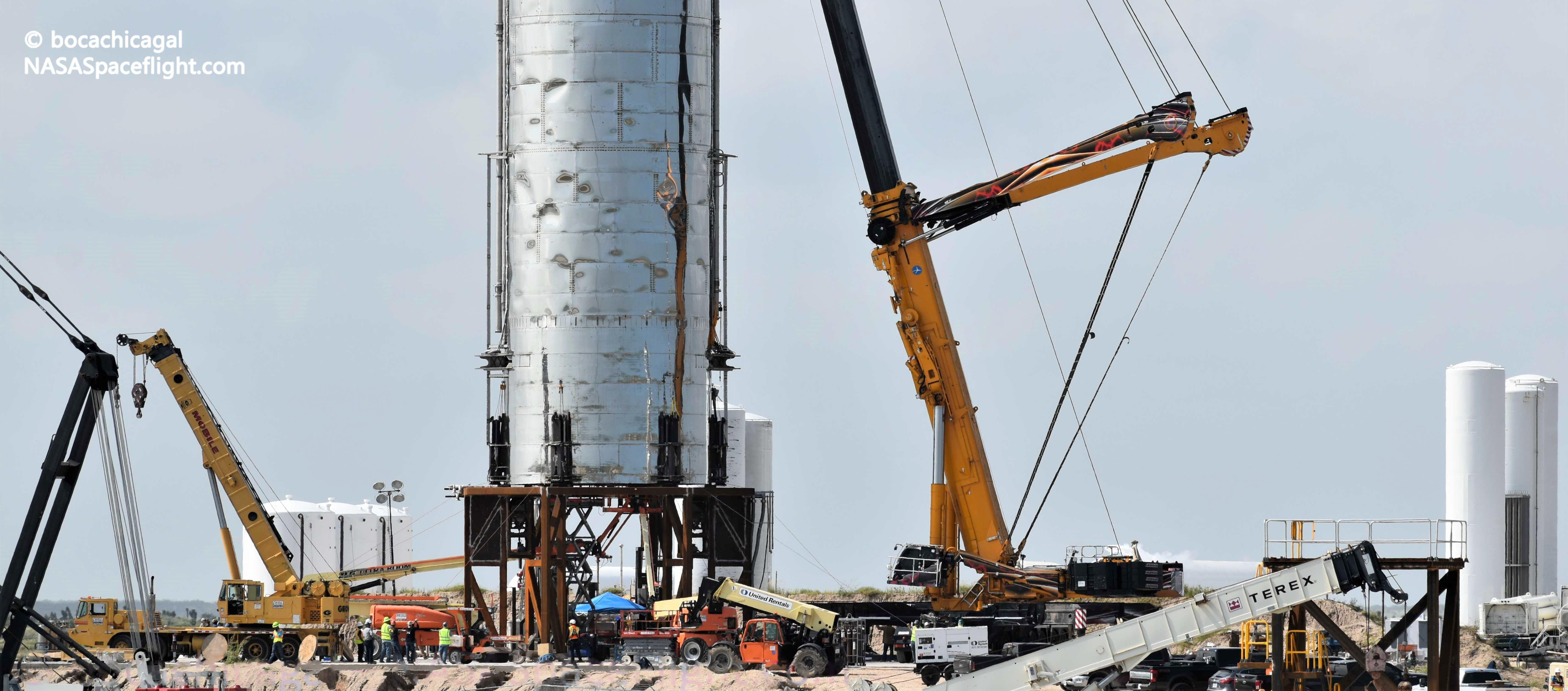 Starship Mk1 103019 (NASASpaceflight – bocachicagal) launch mount 1 crop (c)