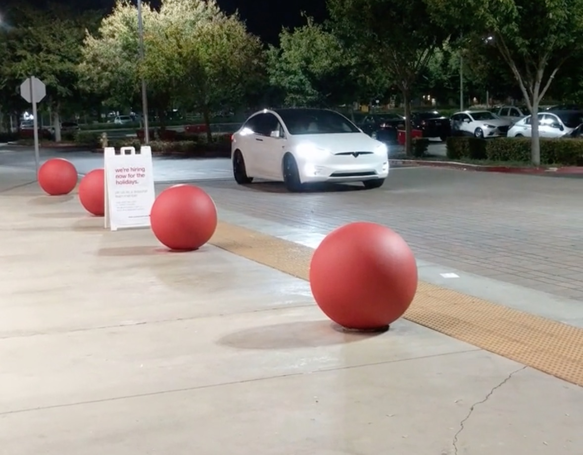 tesla-model-x-summon-parking-lot-max-distance