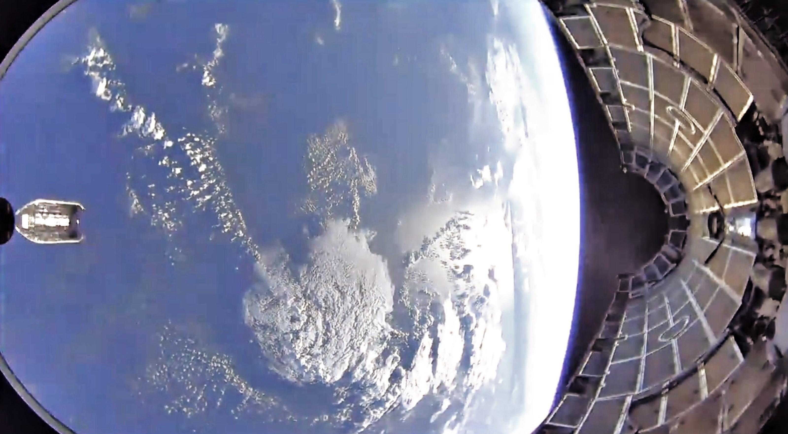 Arabsat 6A Falcon Heavy fairing jettison April 2019 (SpaceX) 1 edit