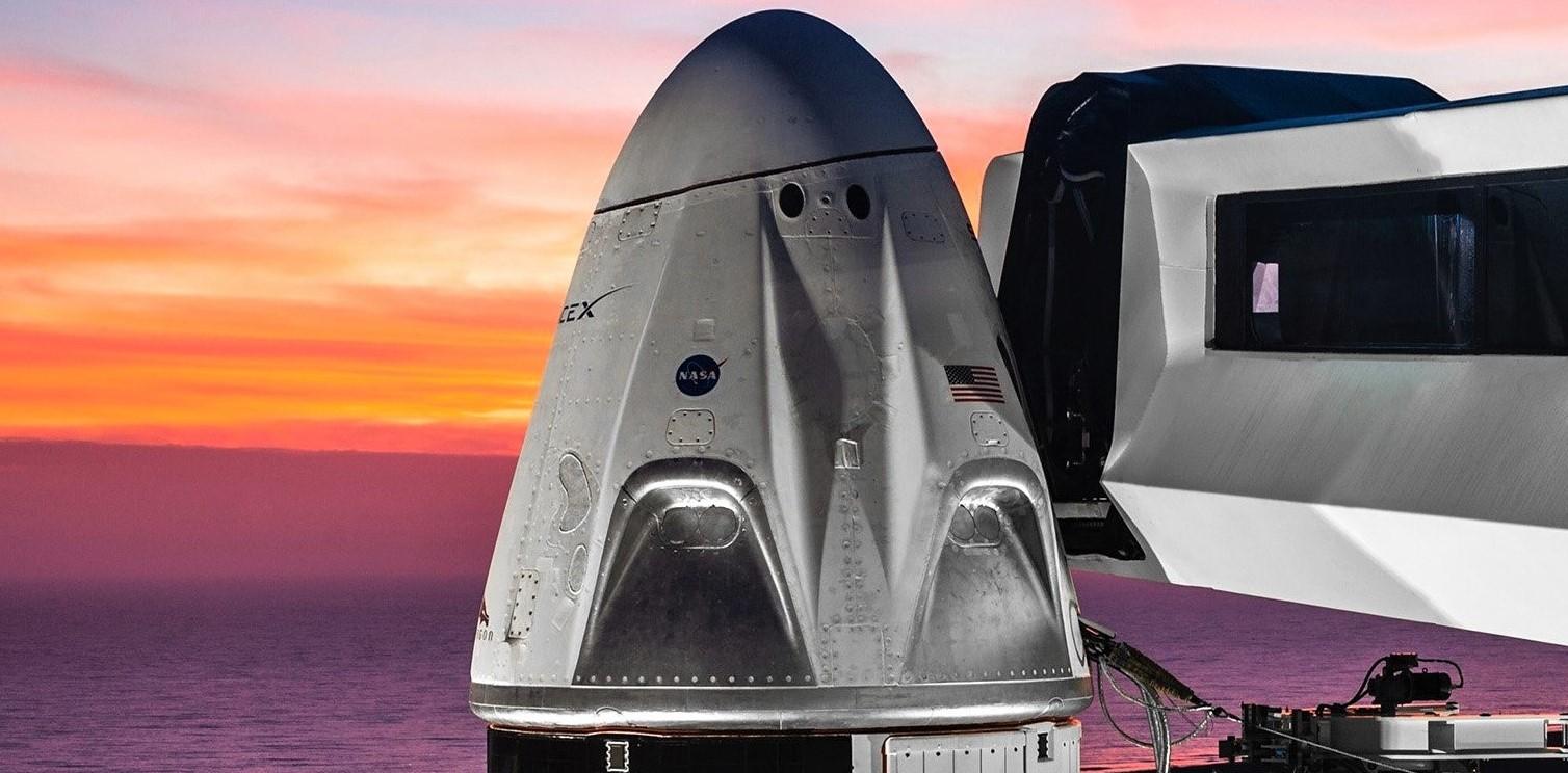 Crew Dragon DM-1 Falcon 9 B1051 Jan 2019 sunset (SpaceX) 1 crop 2 (2)