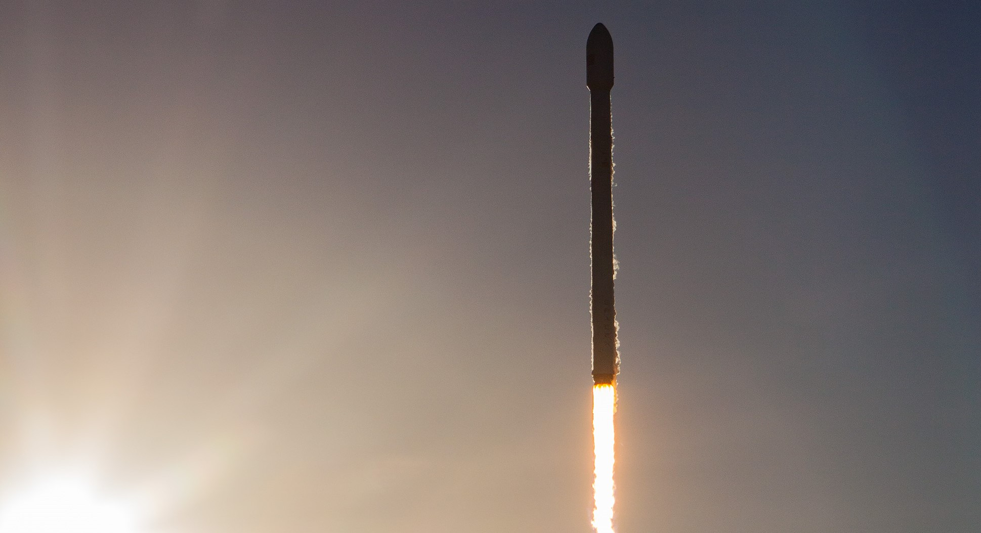 Intelsat 35e Falcon 9 July 2017 (SpaceX) launch 1 crop