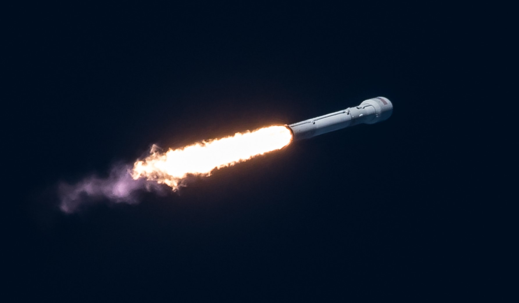 Intelsat 35e Falcon 9 July 2017 (SpaceX) launch 3 crop