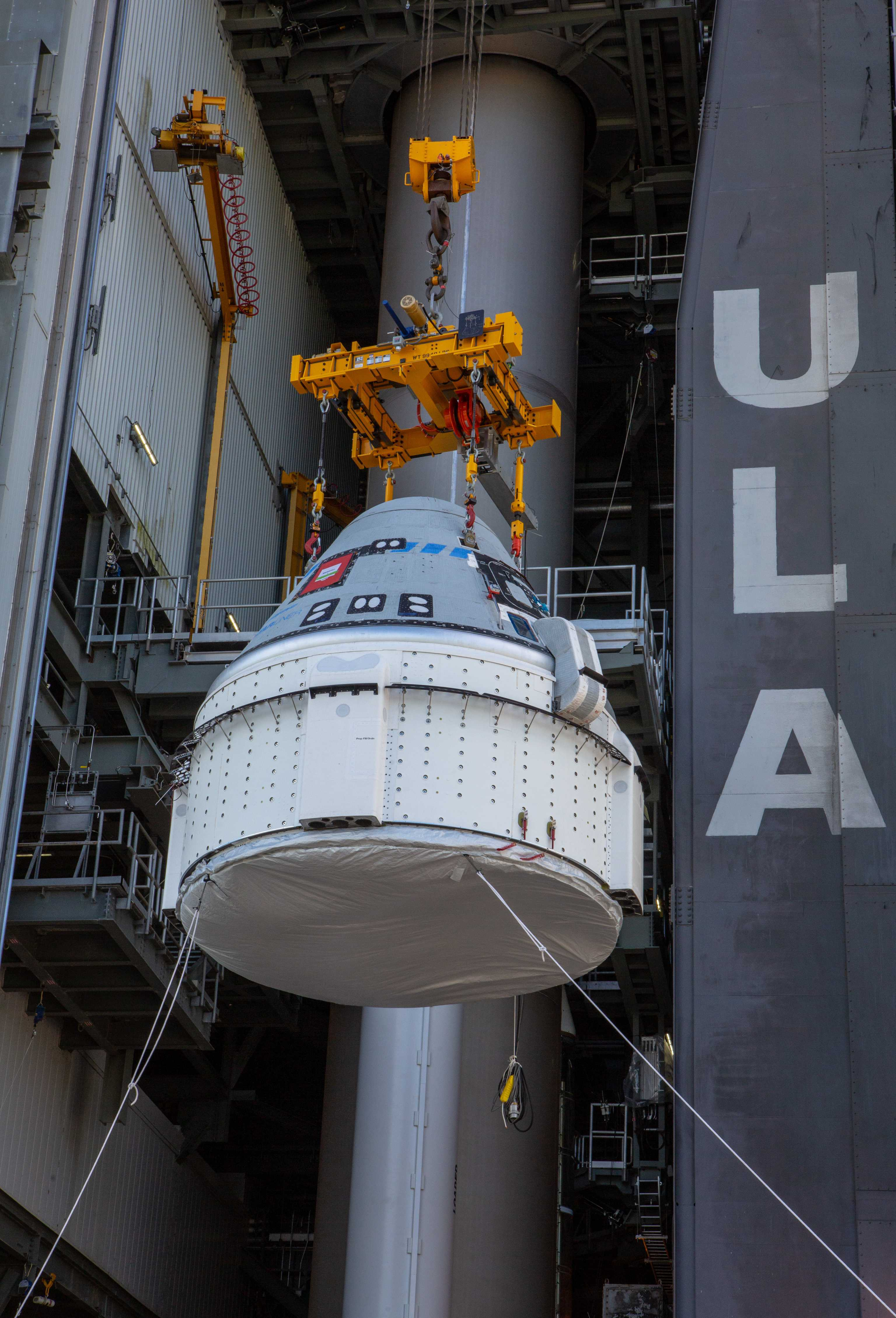 Starliner OFT Atlas V stacking 112119 (NASA – Cory Huston) 3 (c)