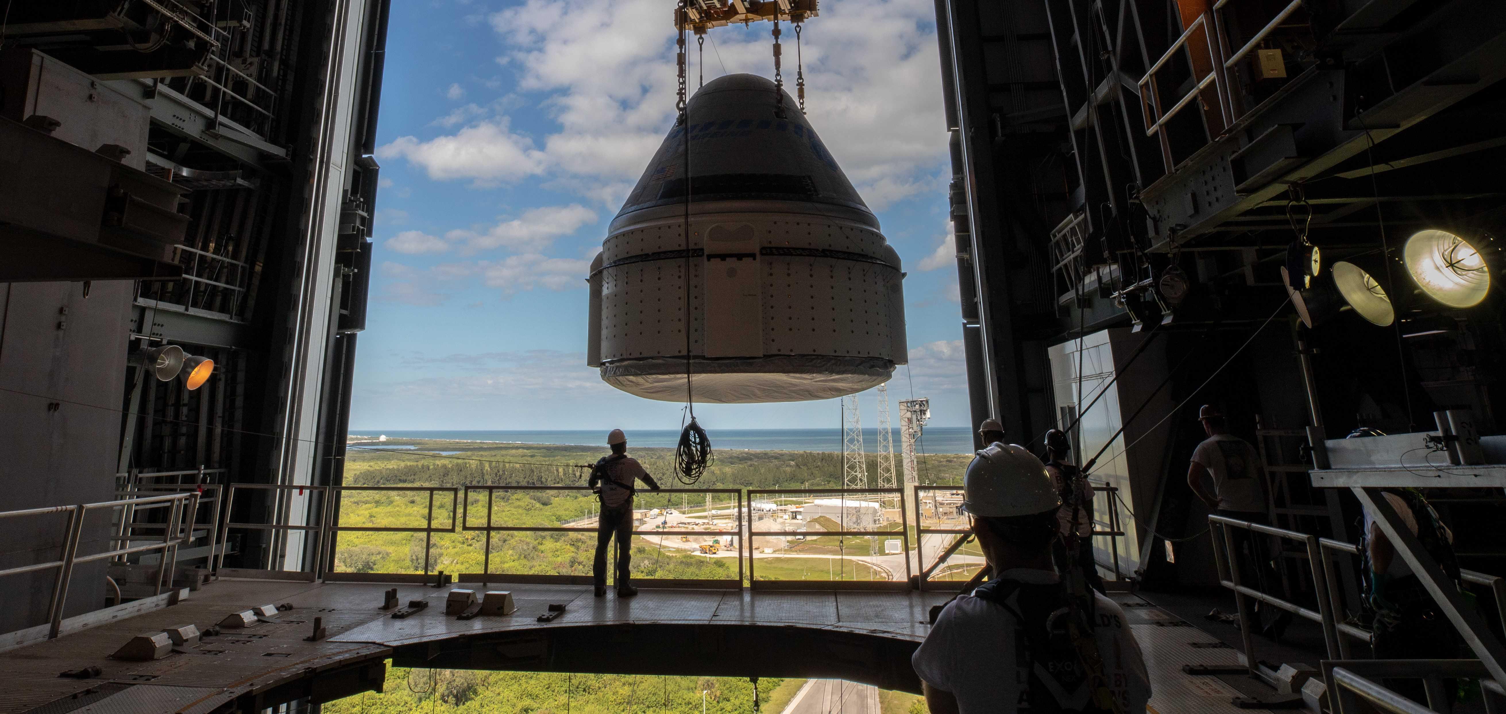 Starliner OFT Atlas V stacking 112119 (NASA – Cory Huston) 5 crop (c)