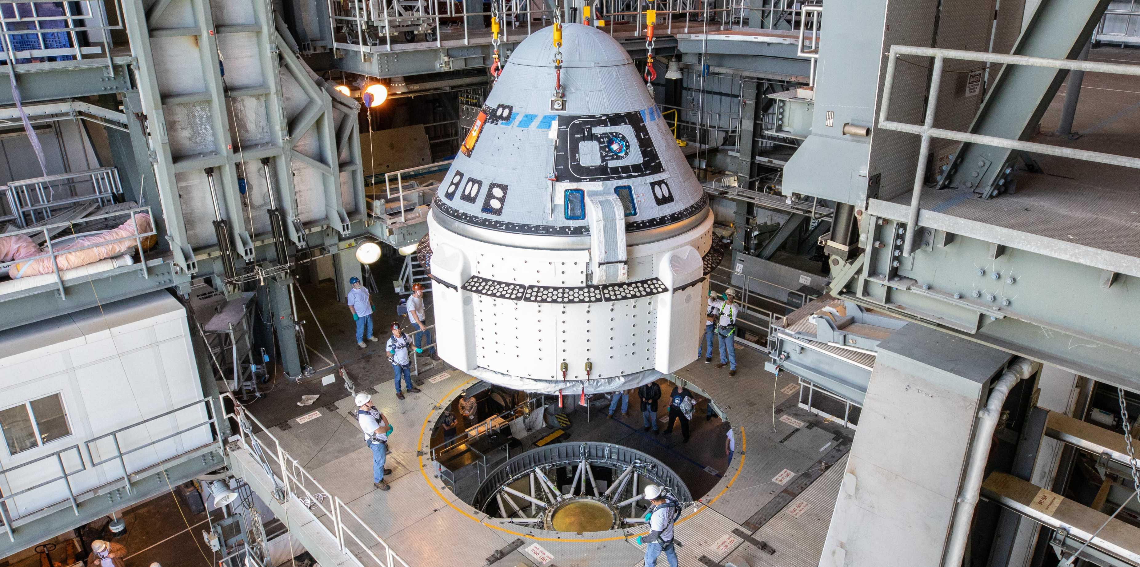 Starliner OFT Atlas V stacking 112119 (NASA – Cory Huston) 6 1 crop (c)