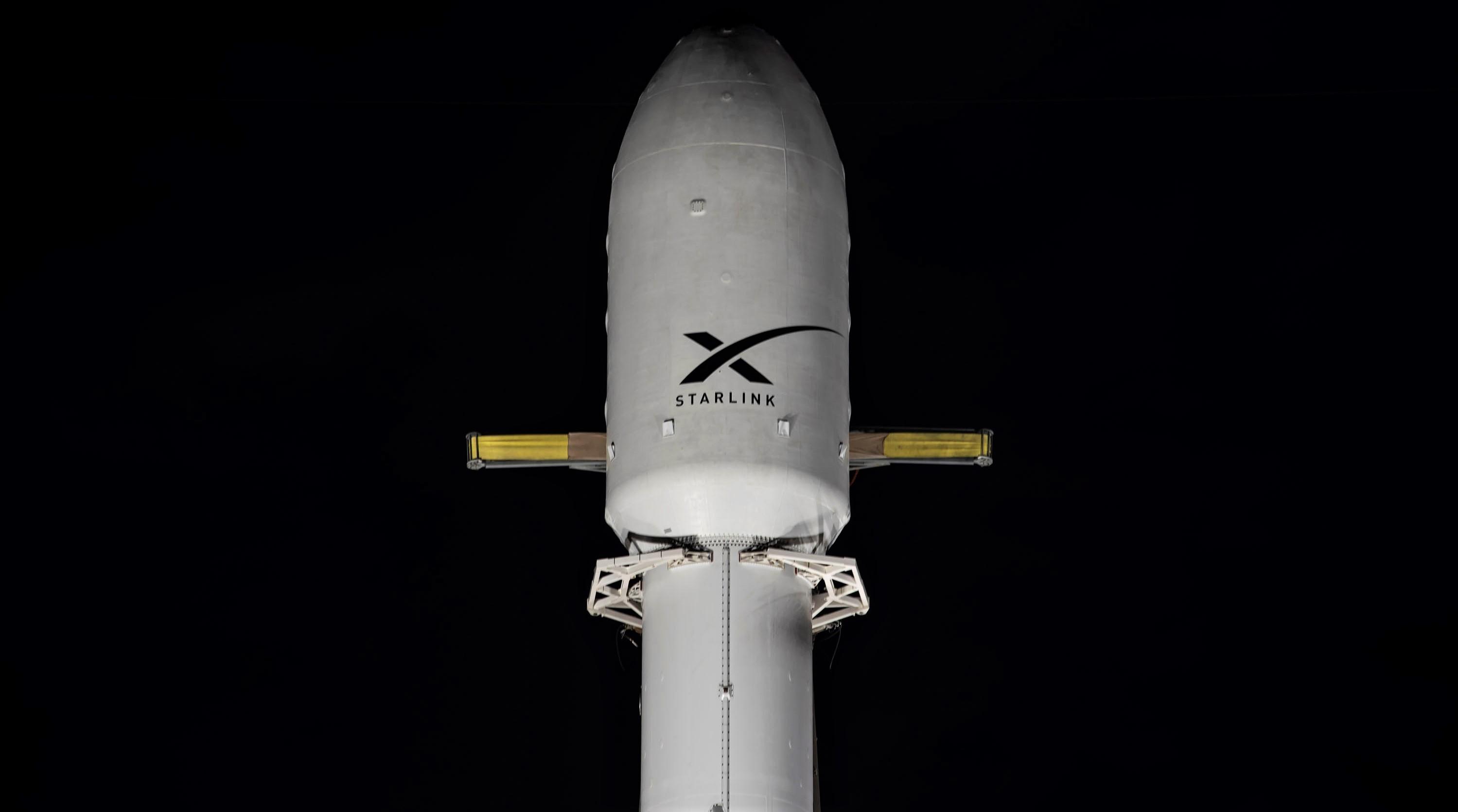 Starlink-1 Falcon 9 B1048 LC-40 vertical 111019 (SpaceX) 1 fairing crop