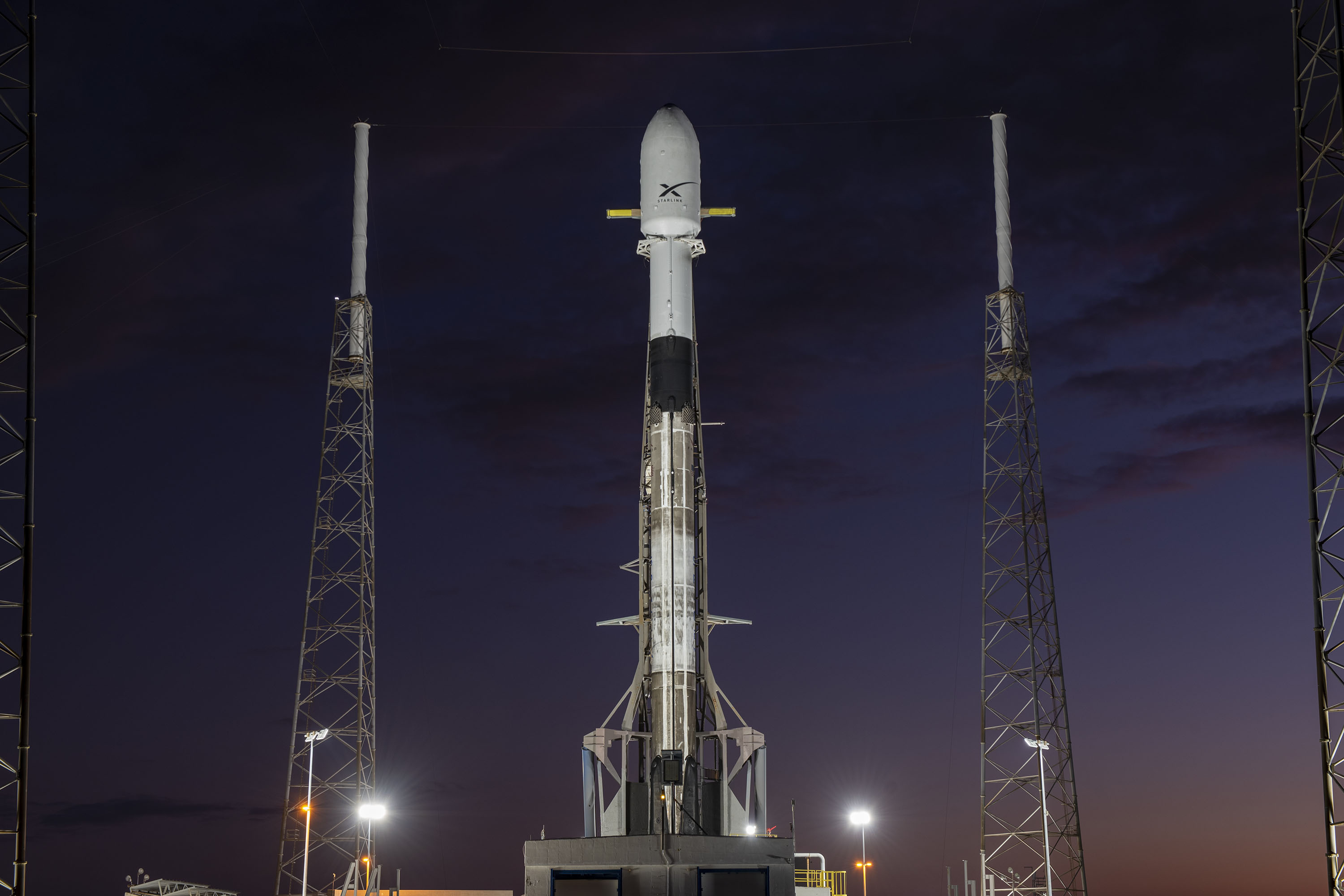 Starlink-1 Falcon 9 B1048 LC-40 vertical 111019 (SpaceX) 1