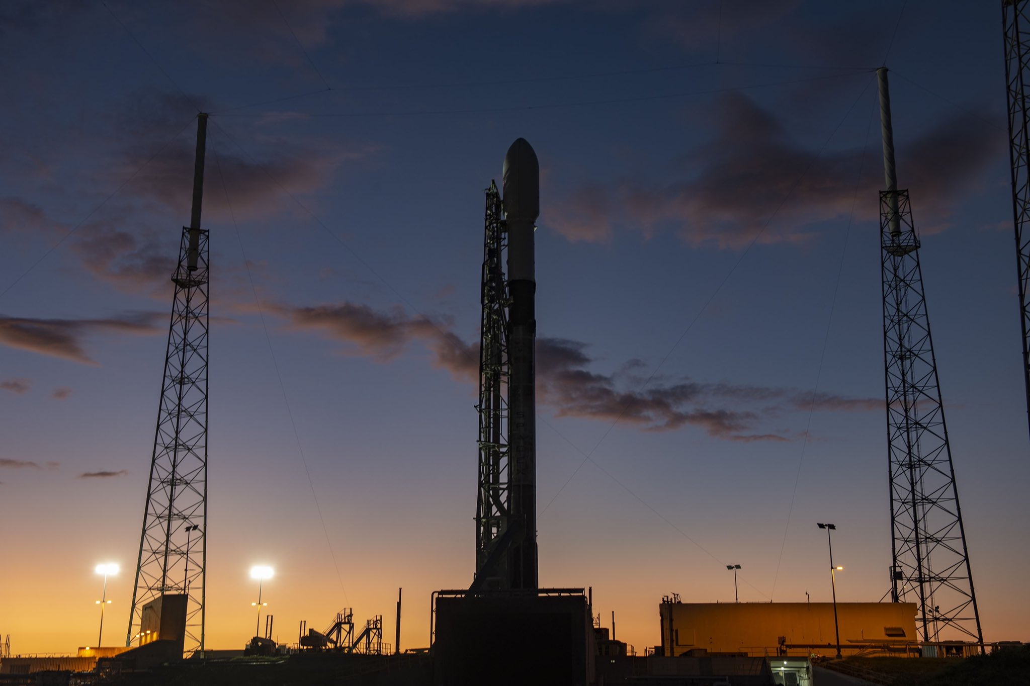 Starlink-1 Falcon 9 B1048 LC-40 vertical 111019 (SpaceX) 2