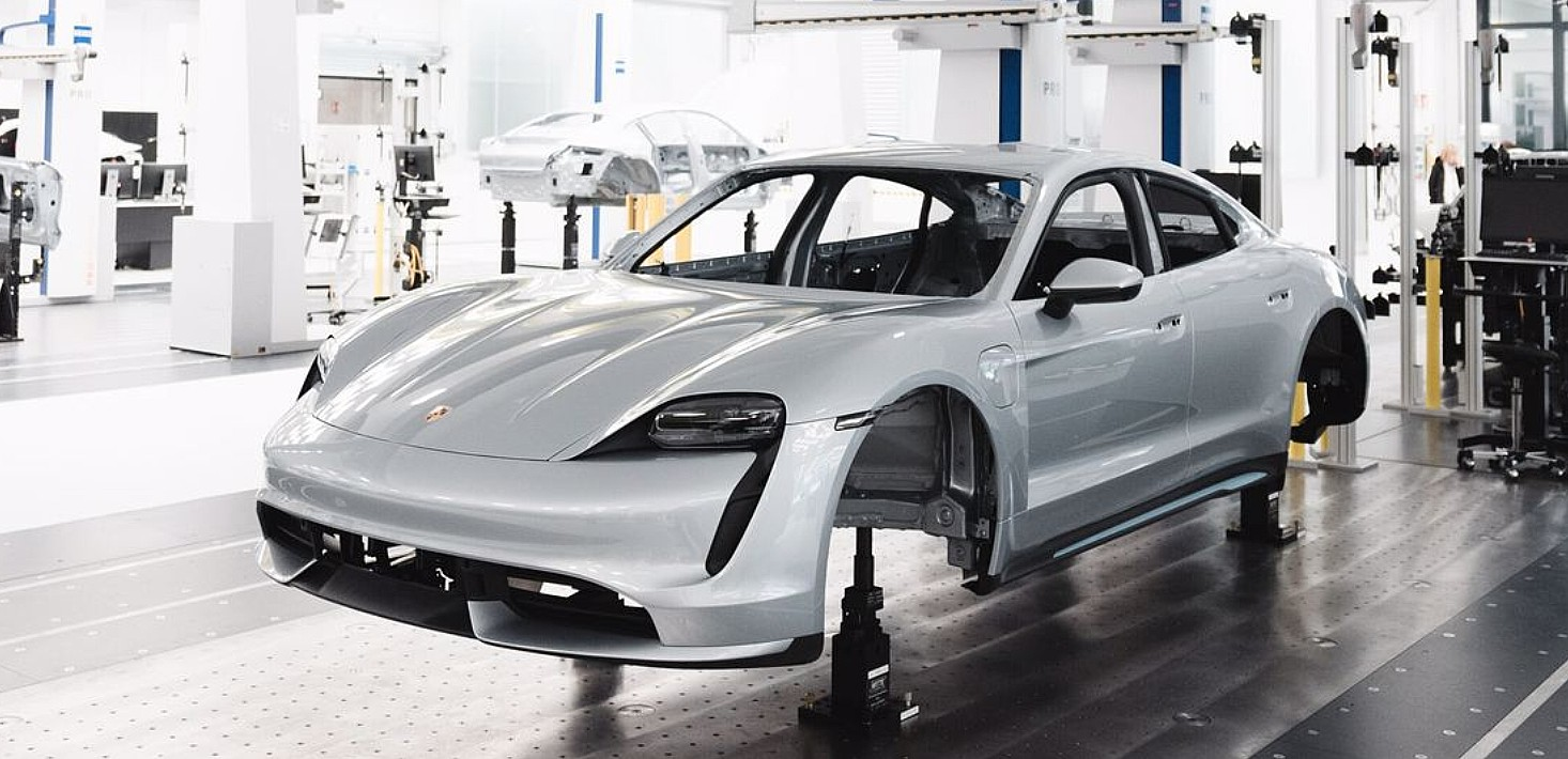 Porsche notifies Taycan reservation holders about production delays