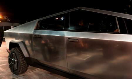 Tesla Cybertruck self-presenting door handles (Photo: Teslarati)